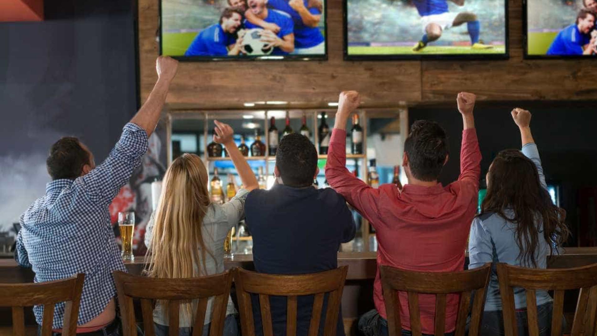 """Paixão pelo futebol é """"uma forma de amor tribal""""? Estudo diz que sim"""