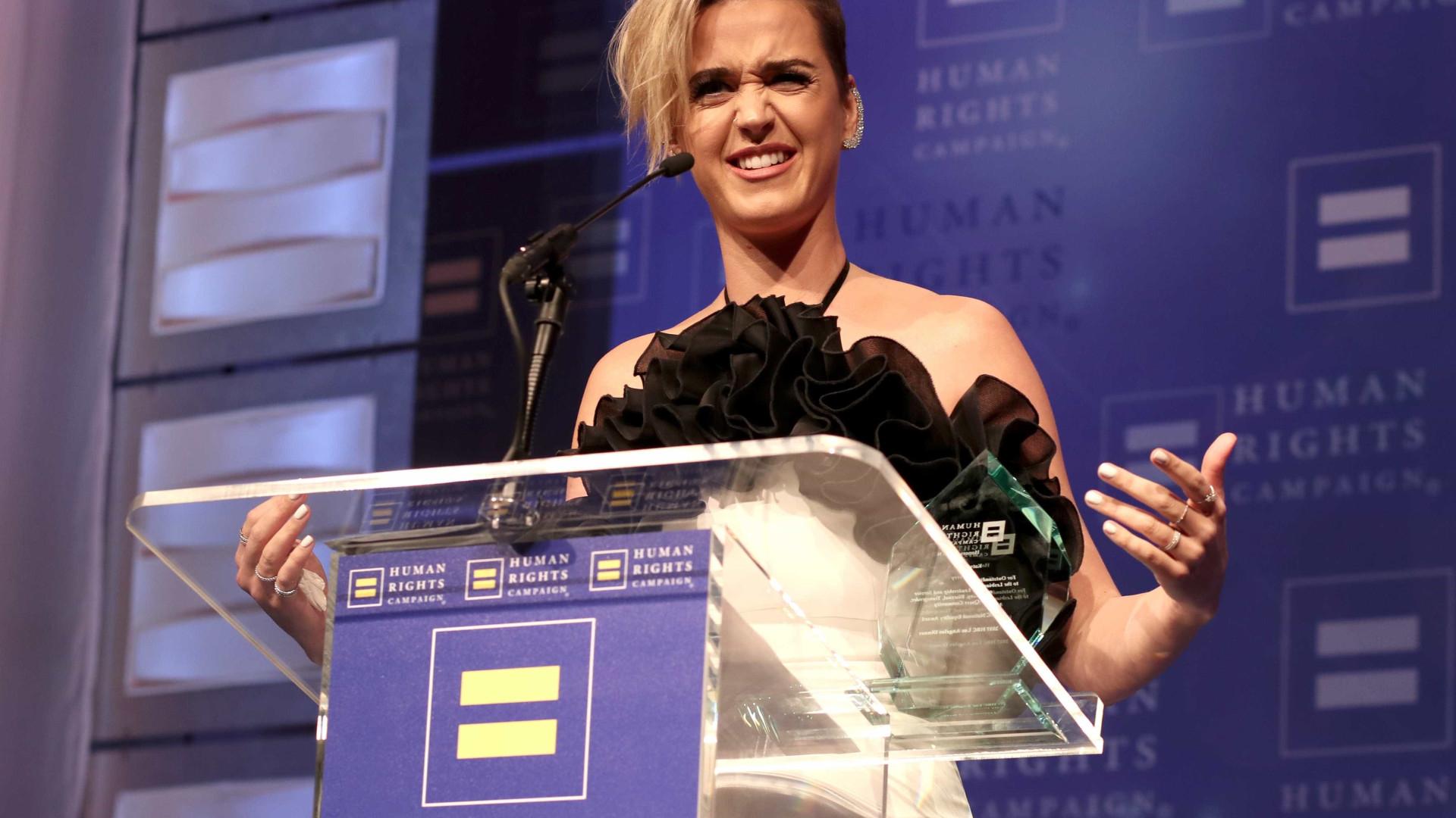 """Katy Perry: """"Beijei uma rapariga e gostei. Aliás, fiz bem mais que isso"""""""
