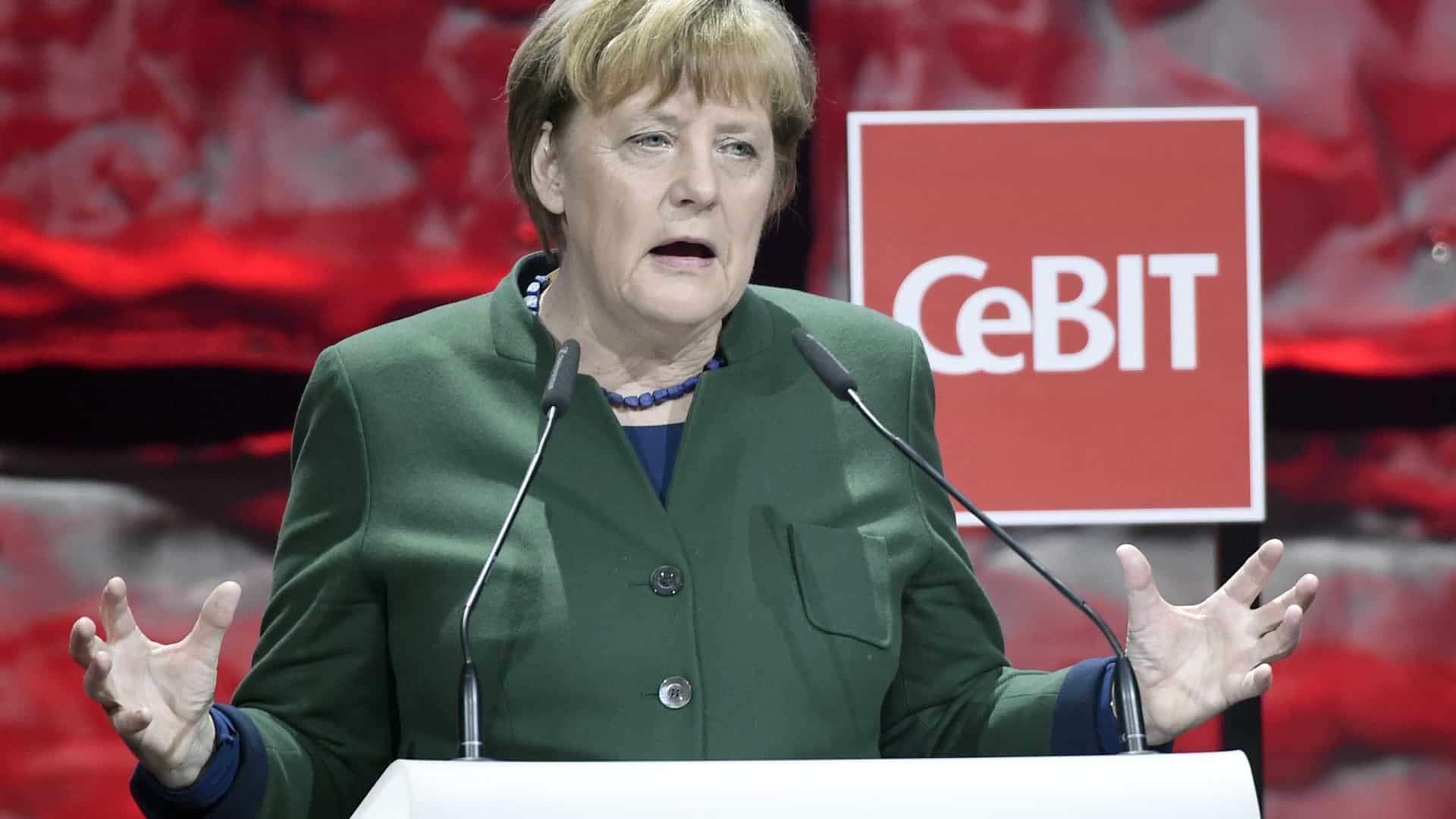 "Berlim considera ""inaceitável"" que Erdogan acuse Merkel de ""nazismo"""