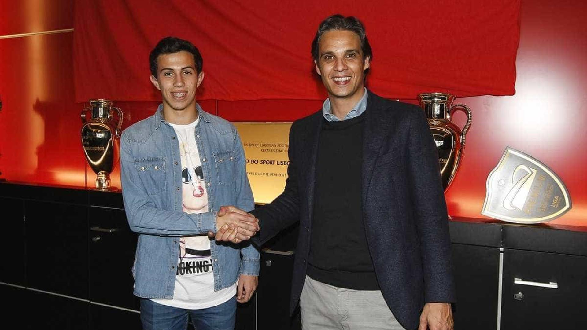 Benfica prolonga contrato com jovem de 16 anos