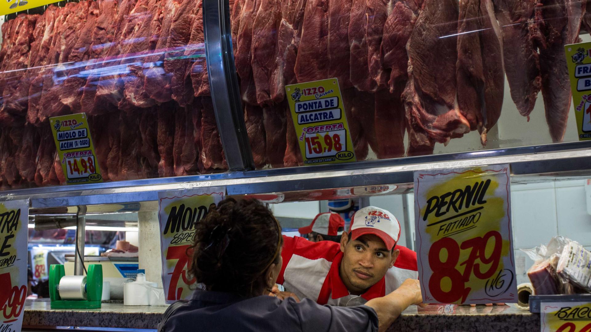 """Carne adulterada: Governo está a acompanhar caso """"com a maior atenção"""""""
