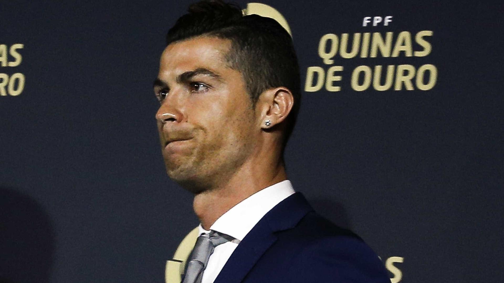 Cristiano Ronaldo testa os jeans da sua marca