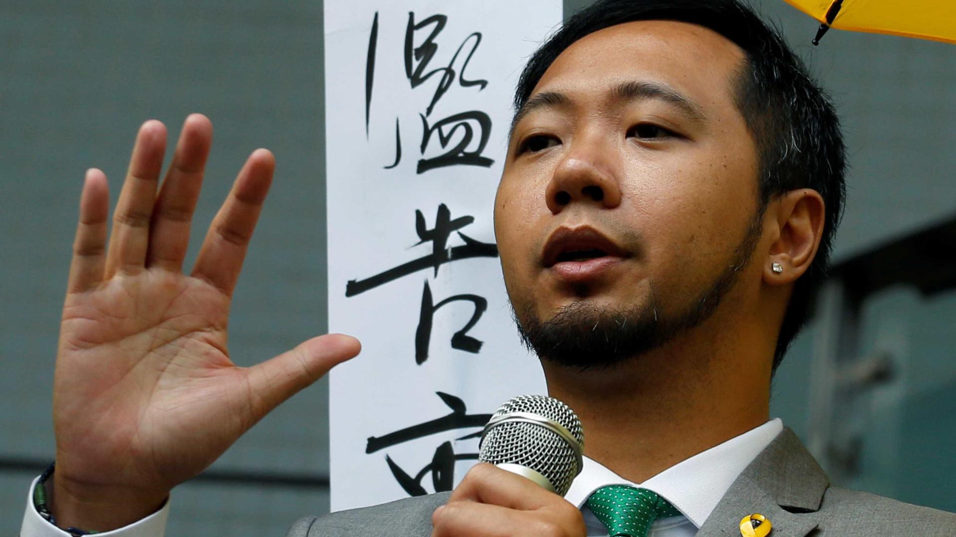 Ativista do movimento pró-democracia aceita prisão por agredir polícias