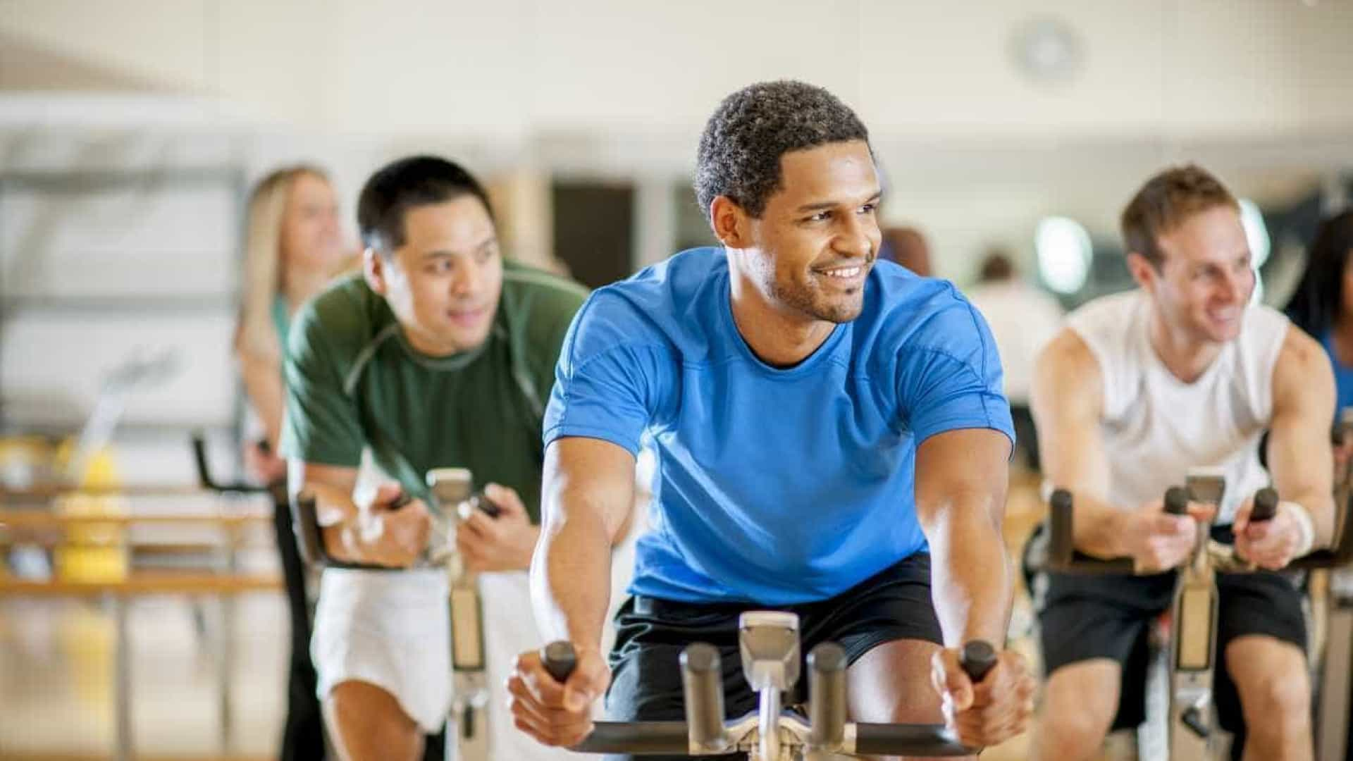 Sete boas razões para os homens aderirem às aulas de cycling