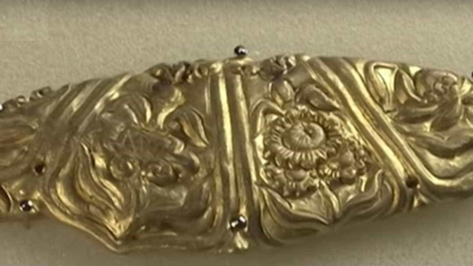 9215e3c152 Tesouro mitológico e milenar encontrado em rio na China
