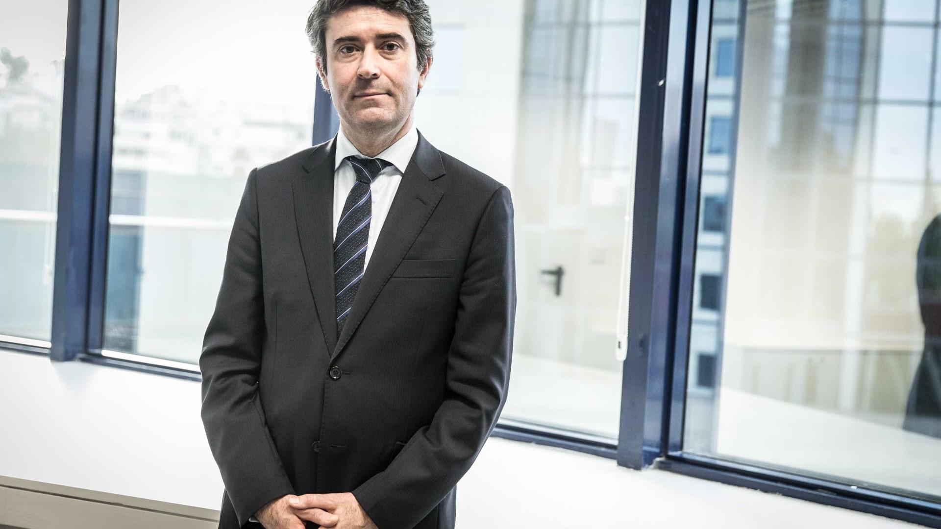 Governo reduz impostos para atrair funcionários para consulados