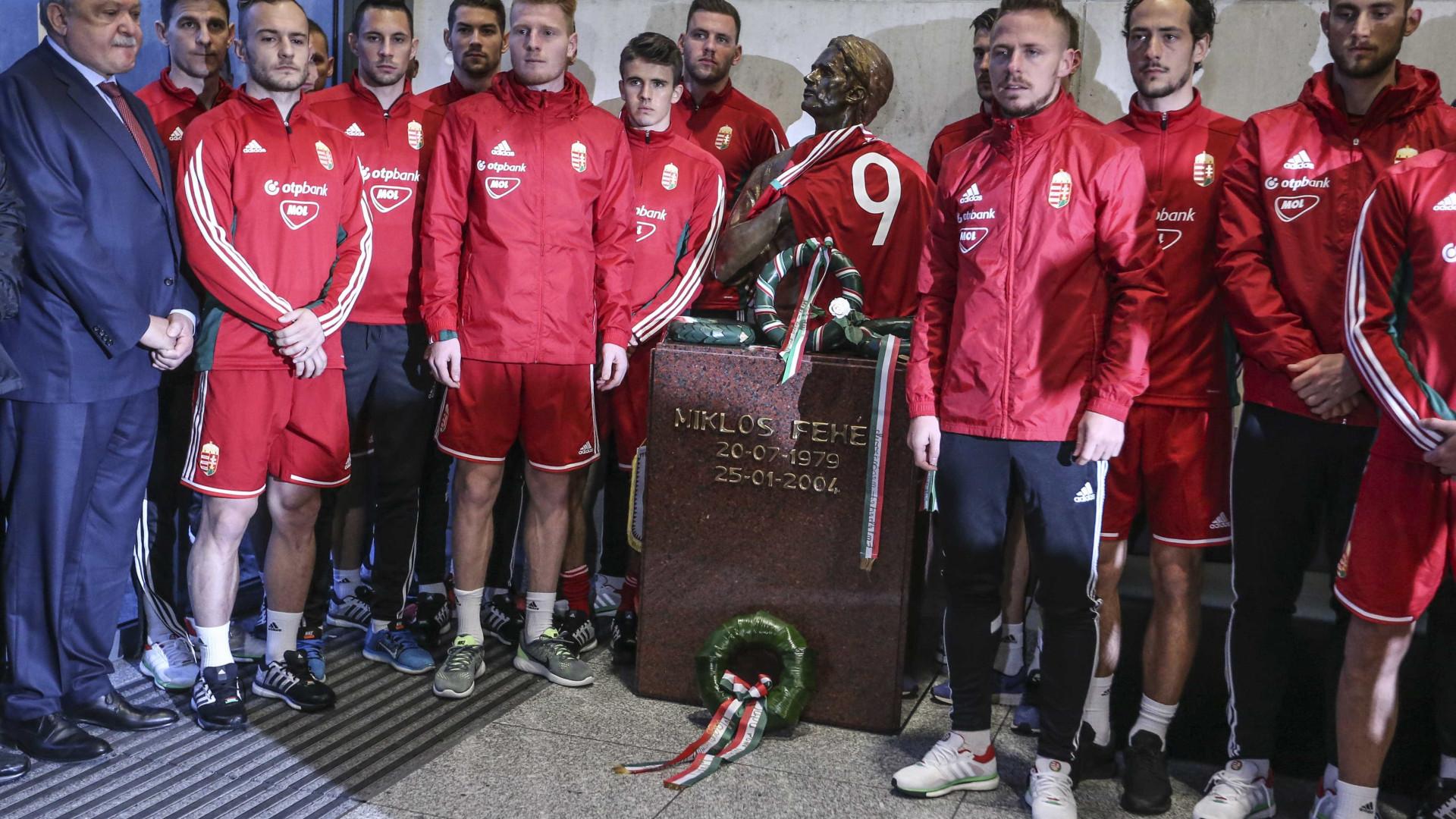 Seleção da Hungria homenageia Miklos Fehér e Béla Guttmann na Luz 97b2fed5adc0d