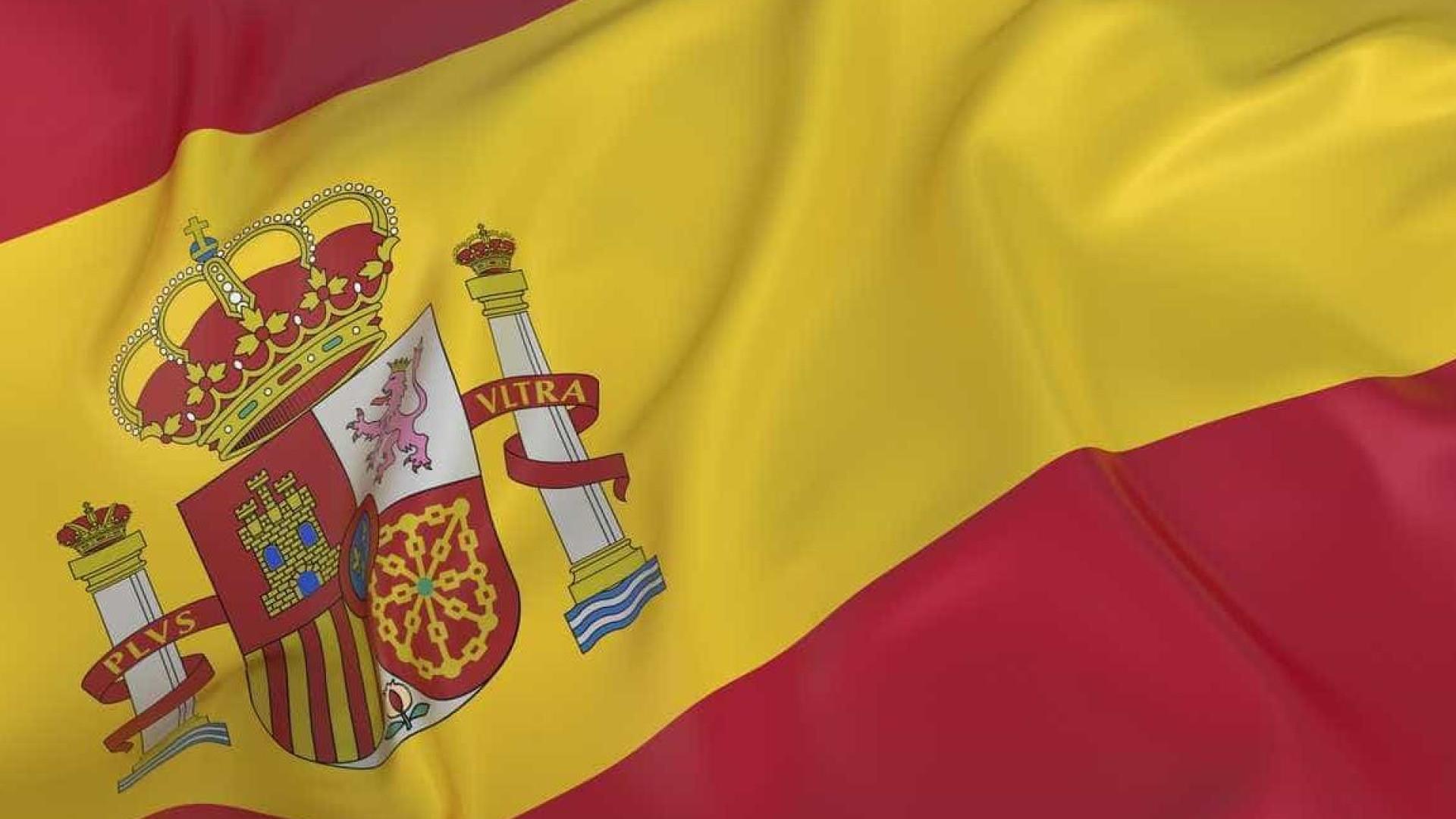 Atacado por usar suspensórios com bandeira espanhola acabou por morrer