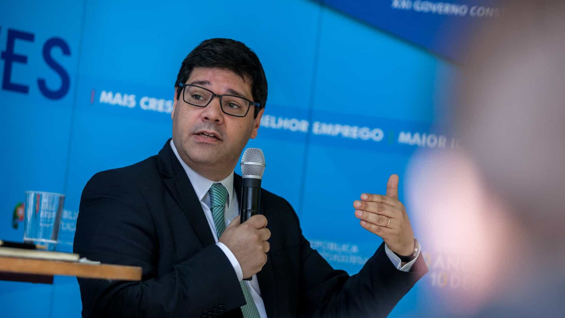 """Governo diz que """"é possível diversificar investimento"""" chinês em Portugal"""