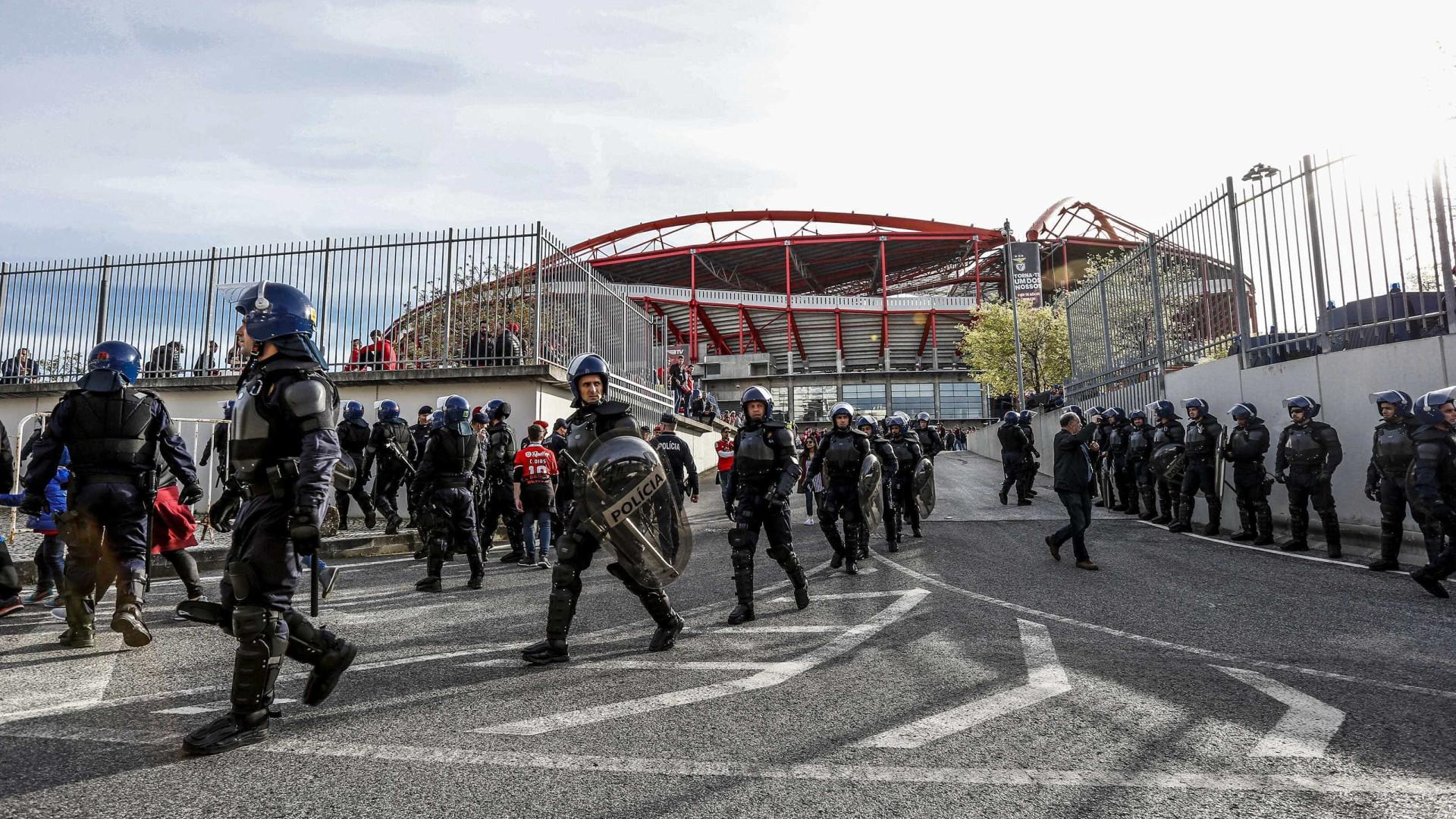 Carga policial no Estádio da Luz. Seis polícias feridos