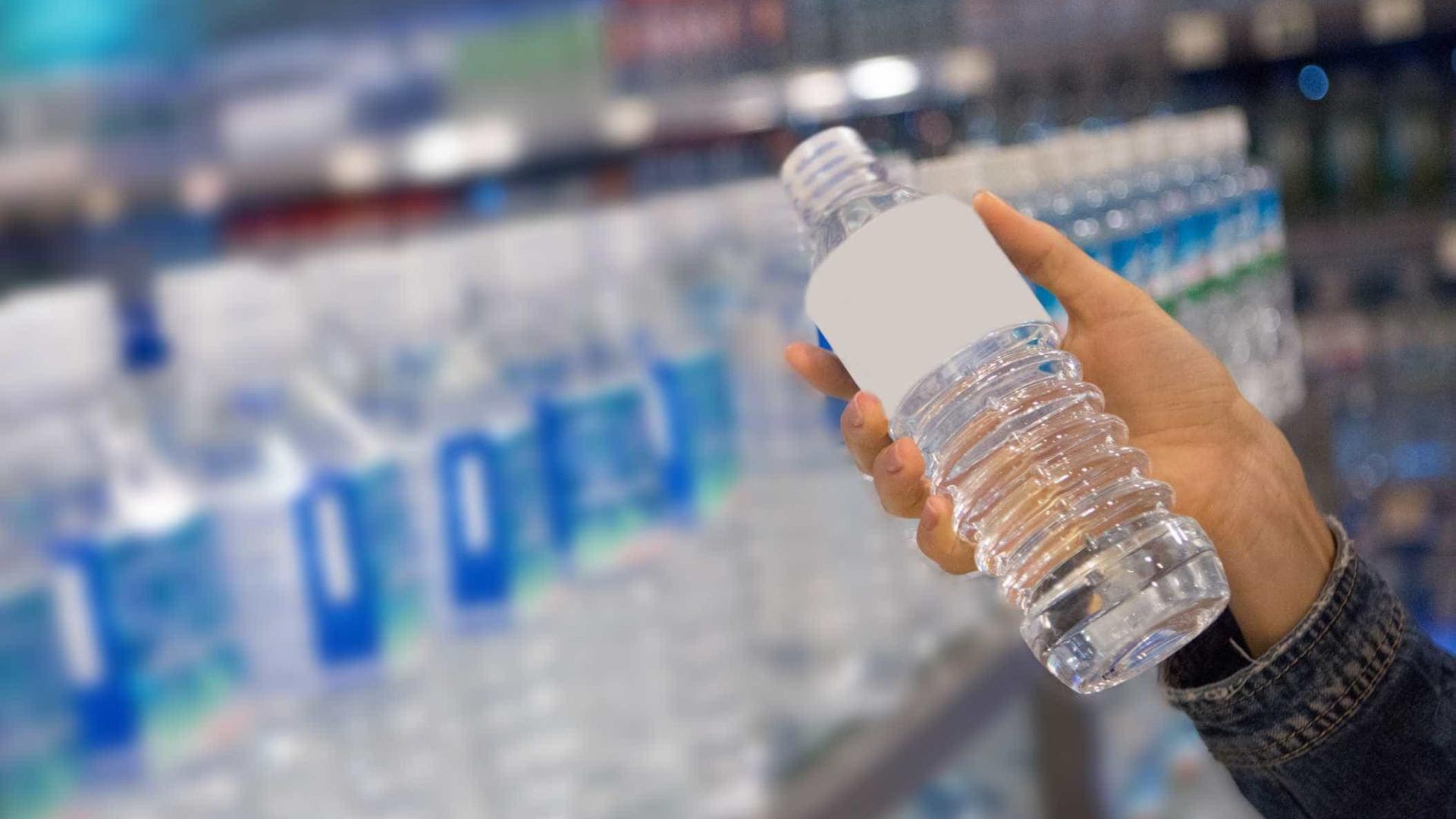 Quer cortar nas bebidas açucaradas? Beber água é a alternativa