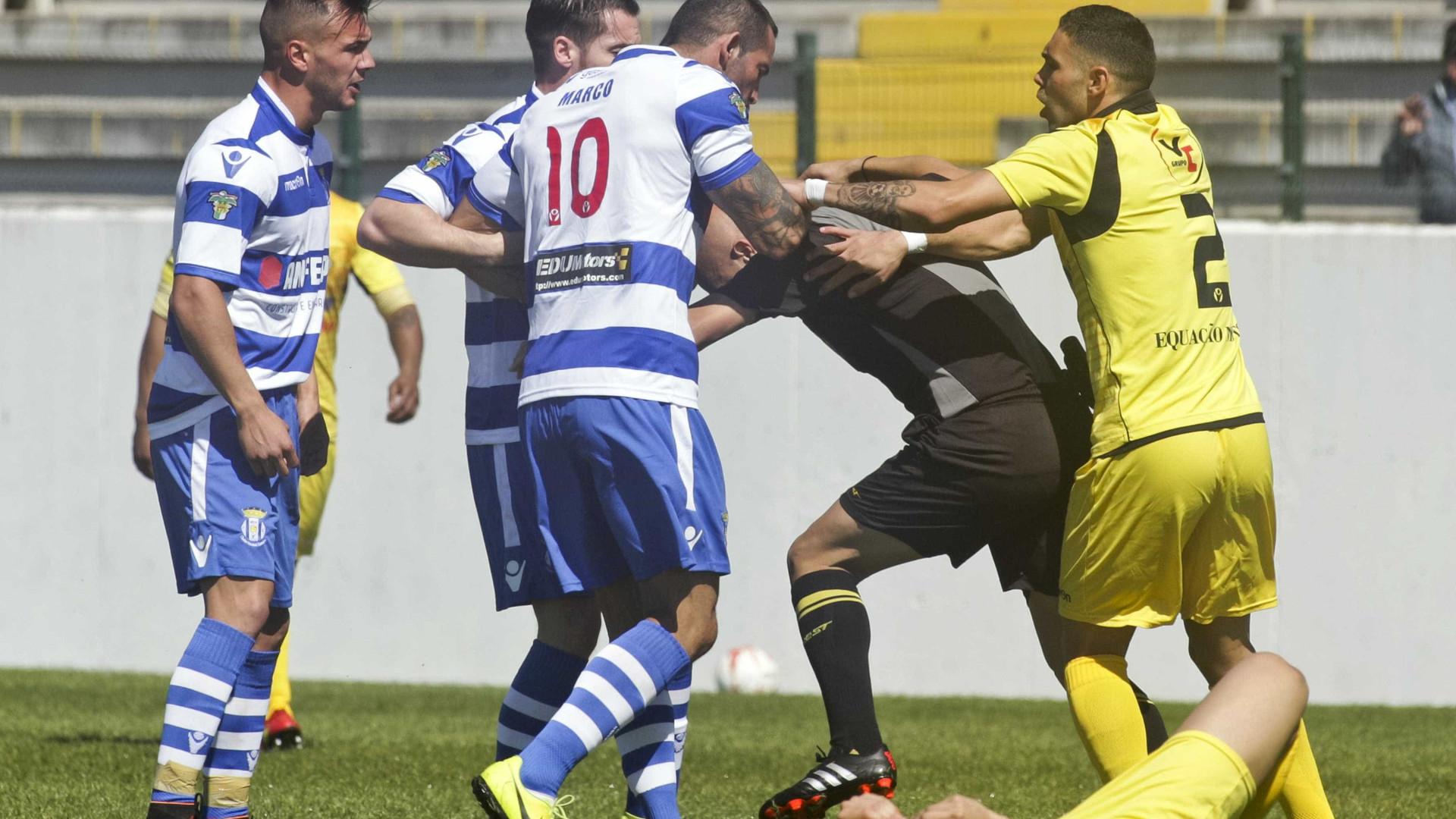 Futebolista do Canelas no banco dos reús após agressão a árbitro