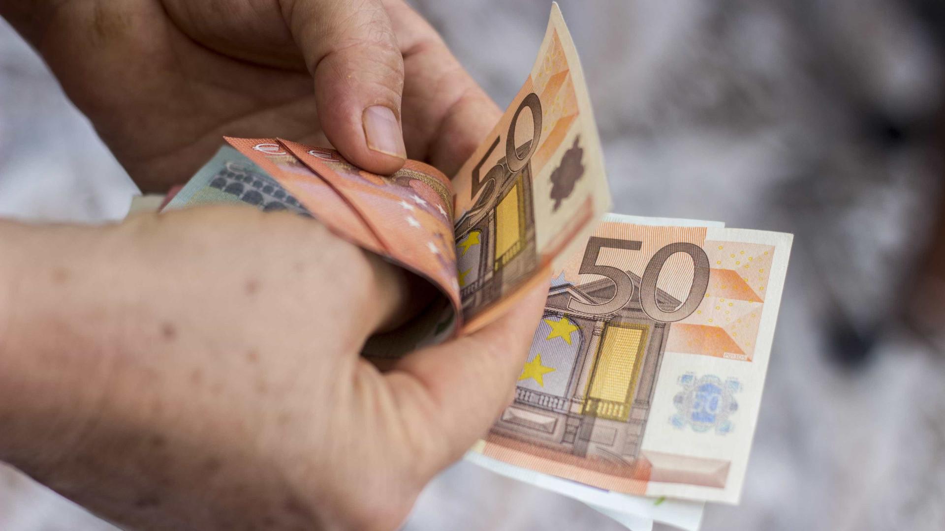 """Aumentos salariais de 0,7% são proposta """"miserabilista"""", dizem bancários"""