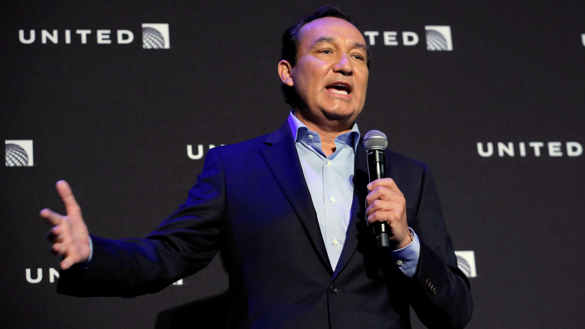 Diretor da United Airlines visita China para reduzir tensões