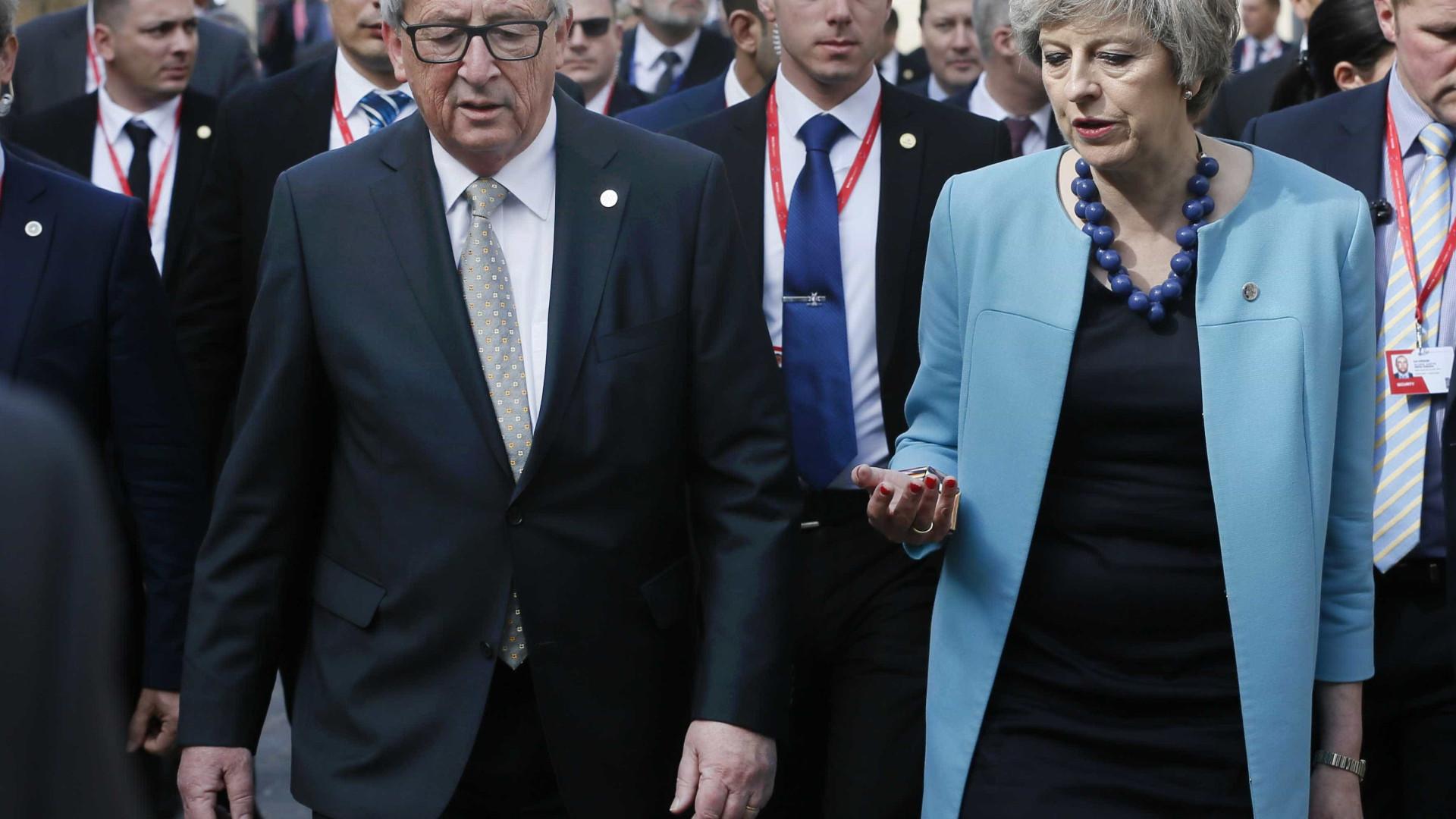 Juncker reúne-se com May em Londres na quarta-feira