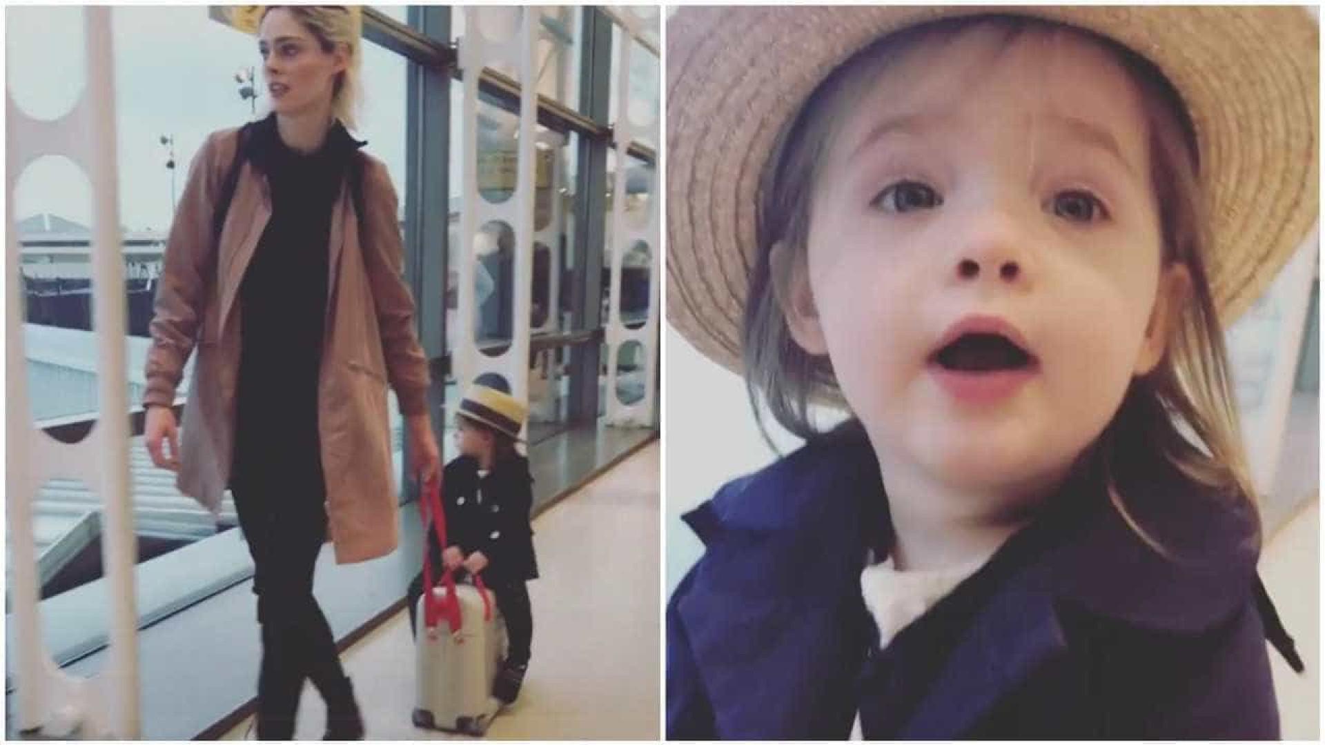 Filha da supermodelo Coco Rocha anda ao reboque da mãe
