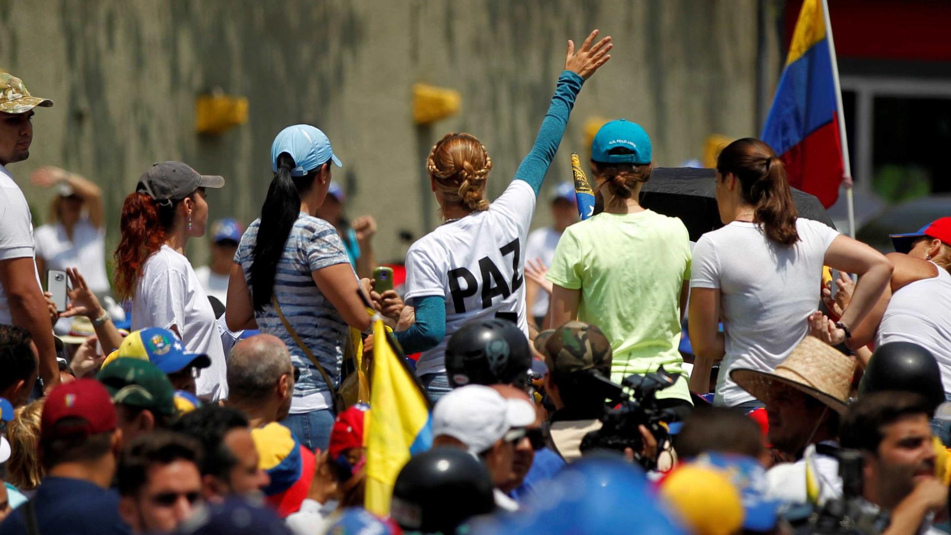 Oposição concentra-se para novo protesto contra Nicolás Maduro