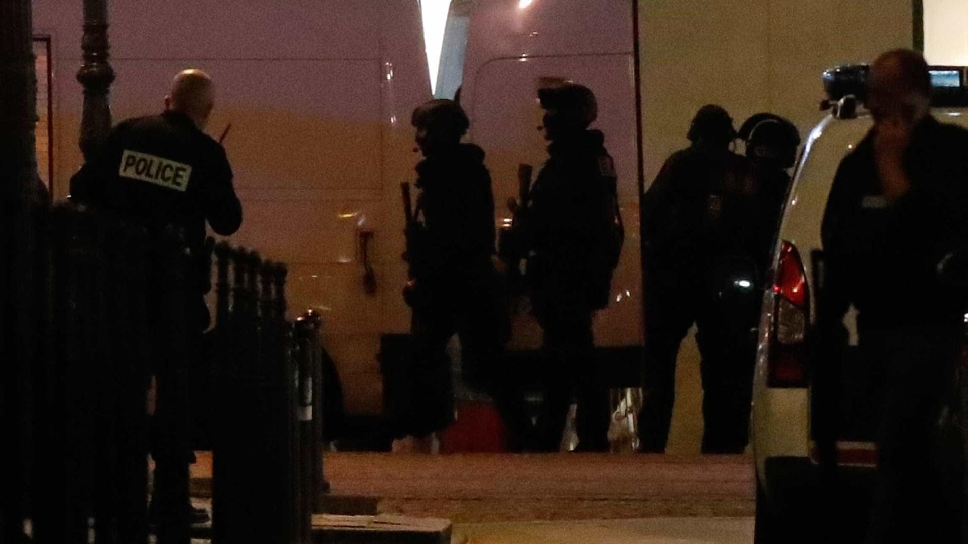 Polícia francesa procura segundo suspeito do ataque em Paris