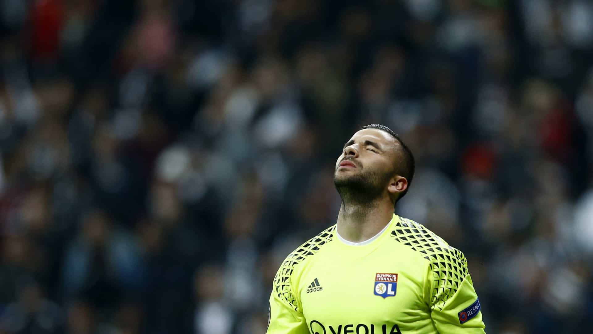 Anthony Lopes defende dois penáltis e apura Lyon para as 'meias'