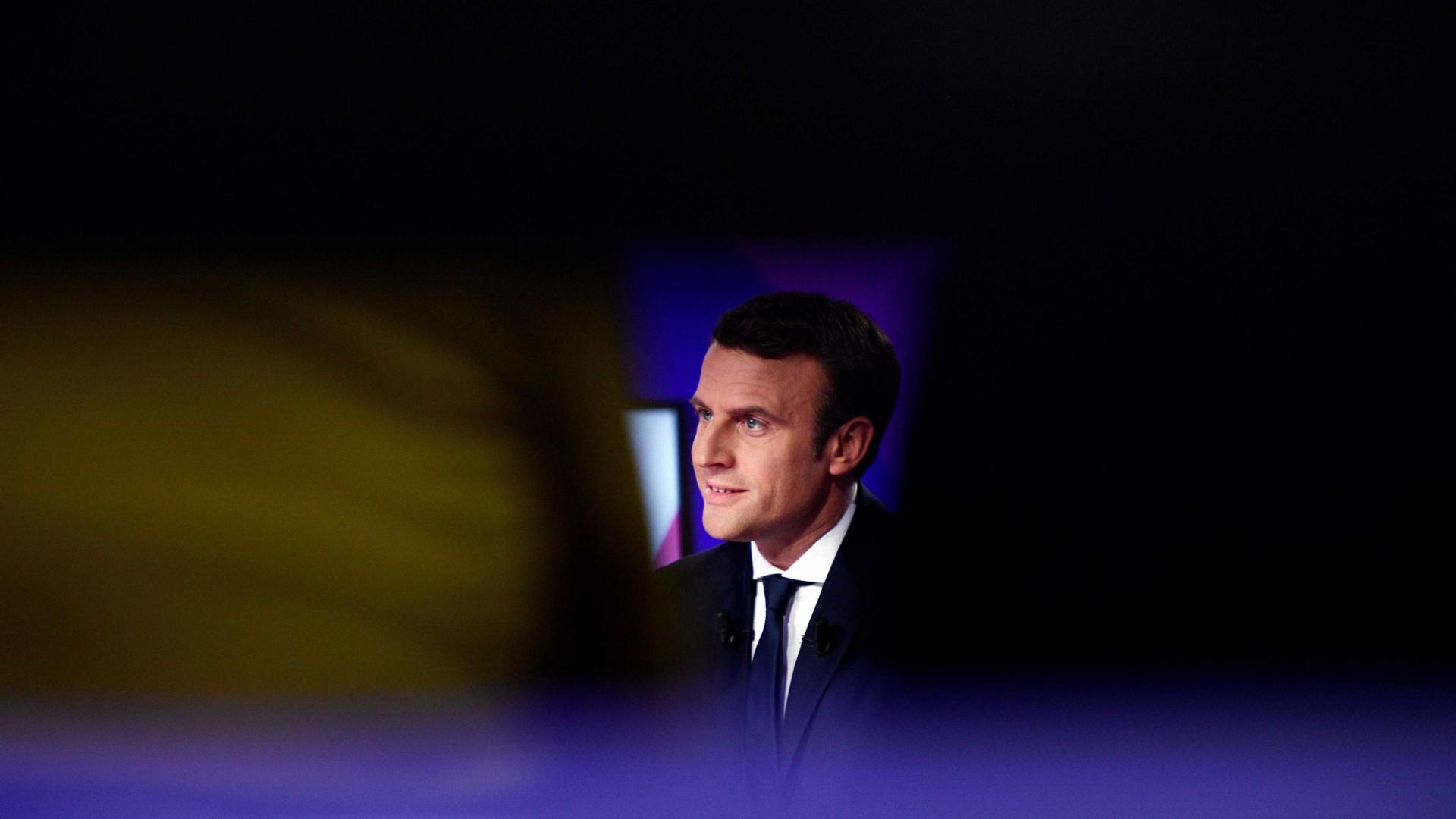 Macron diz que Facebook e Google poderão ter que ser desmantelados