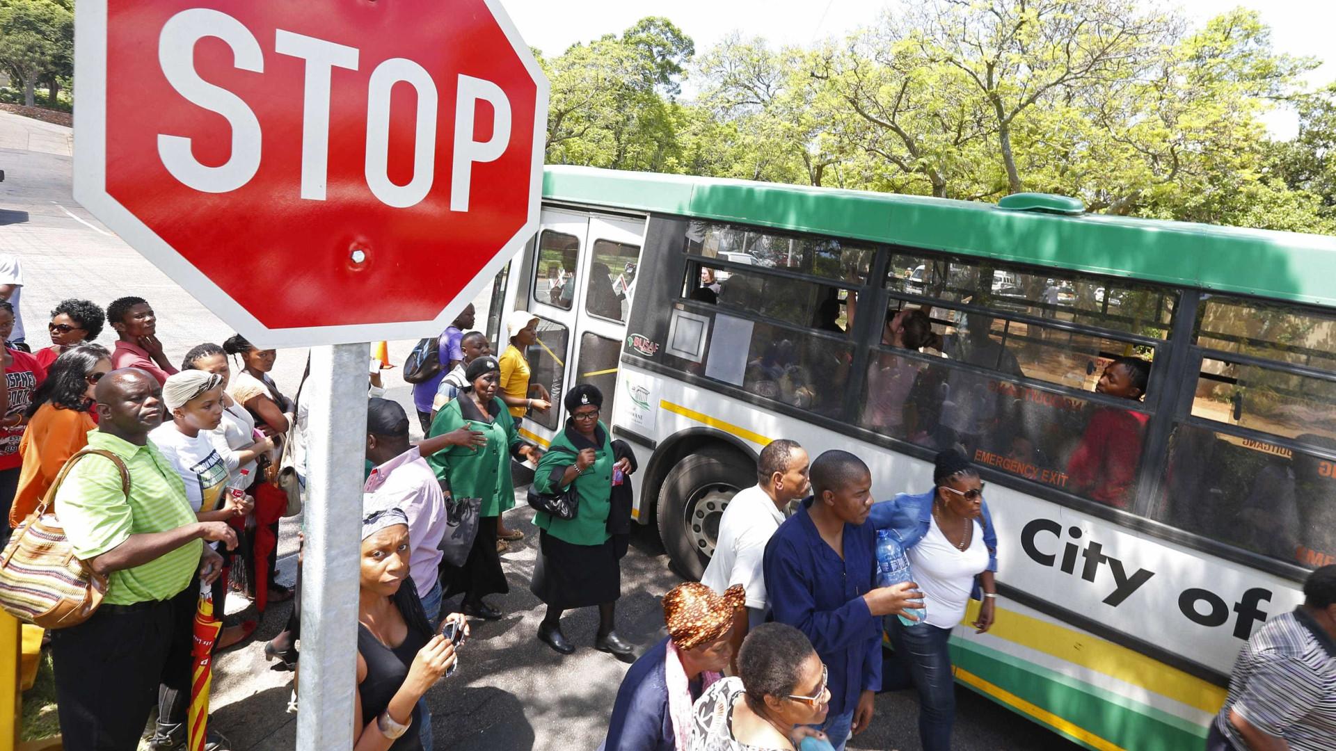 Acidente de autocarro mata pelo menos 20 crianças na África do Sul