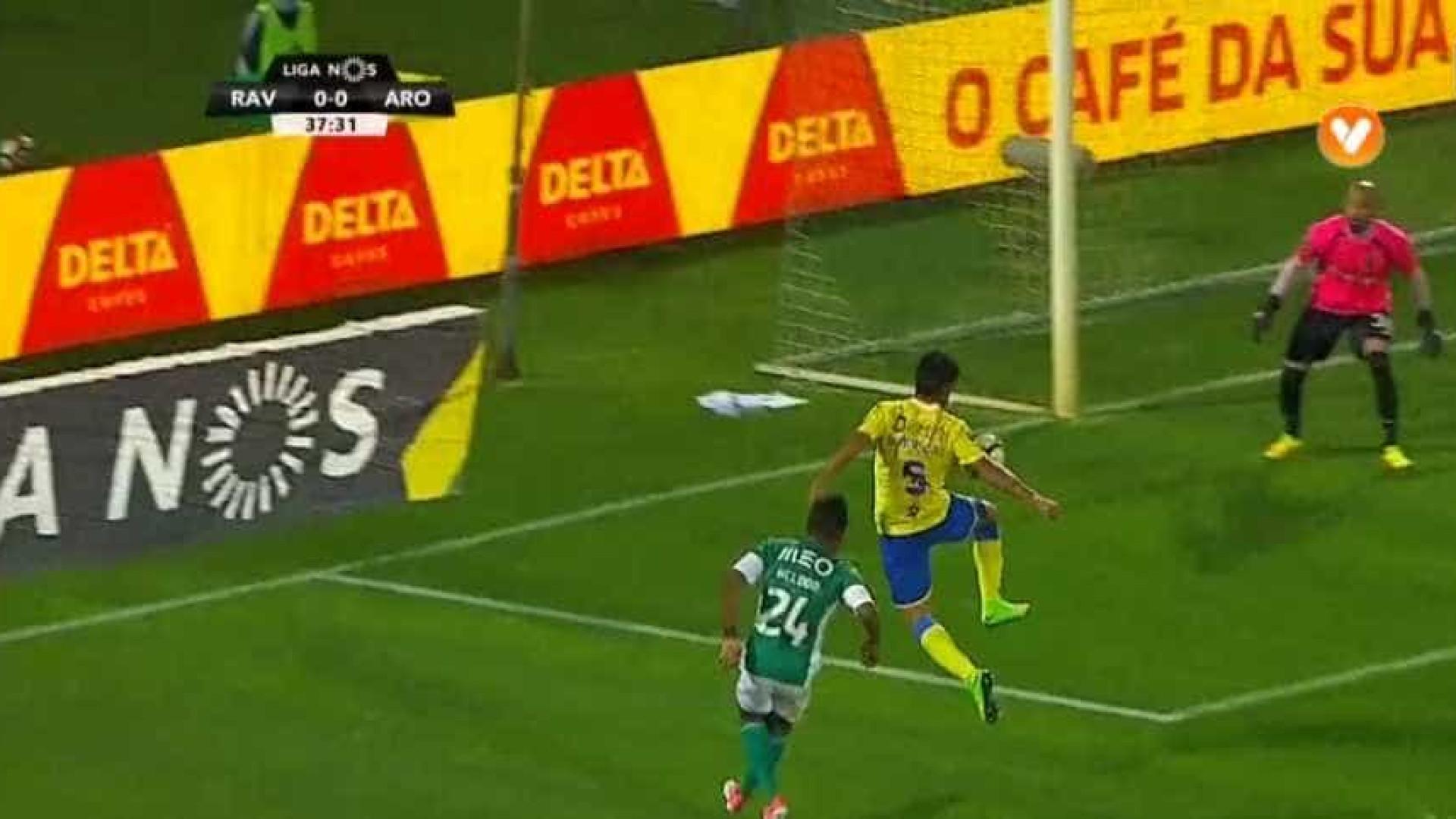 Vilacondenses pedem grande penalidade de Anderson Luís