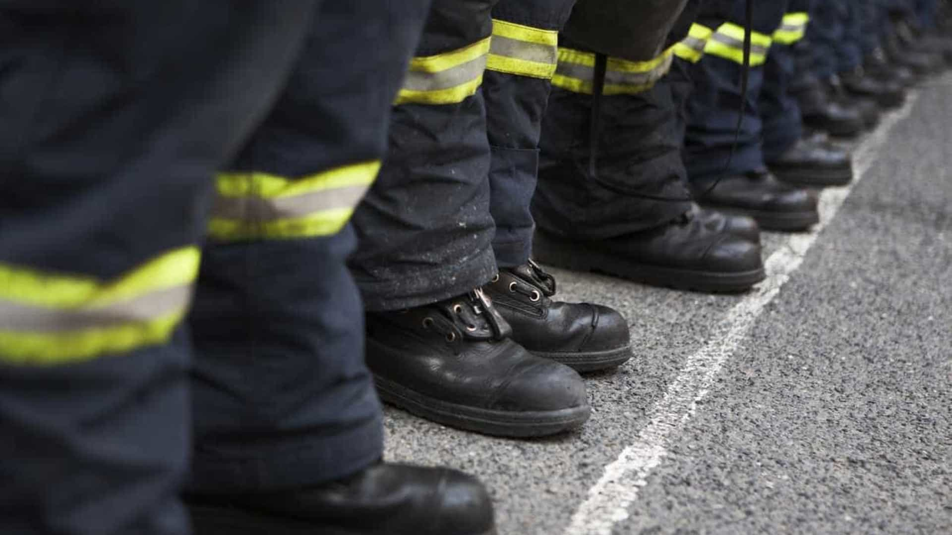 Incêndio no centro do Porto obriga ao corte de trânsito