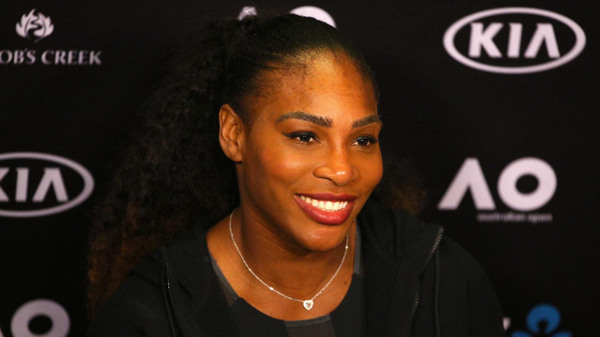 Grávida, Serena Williams posa em fato de banho