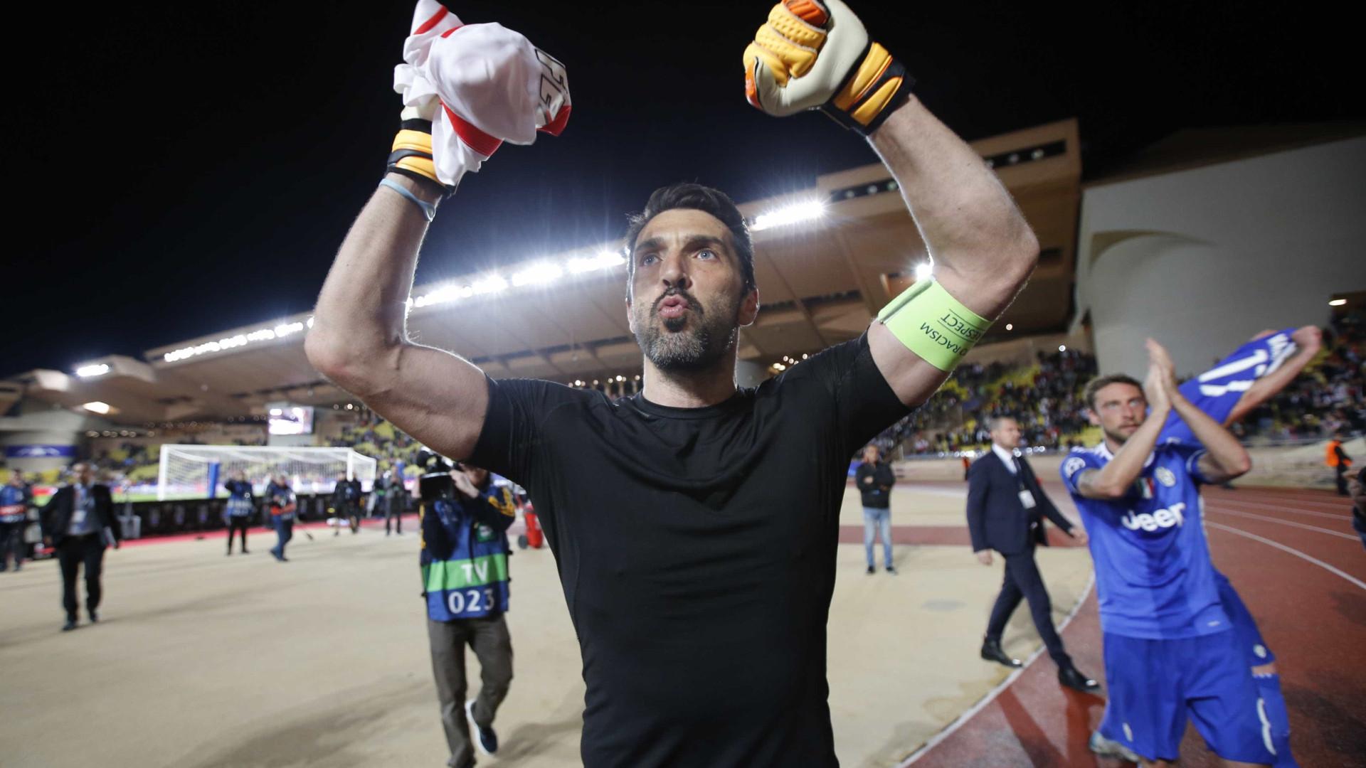 Representantes de Buffon viajaram para França com PSG na 'mira'