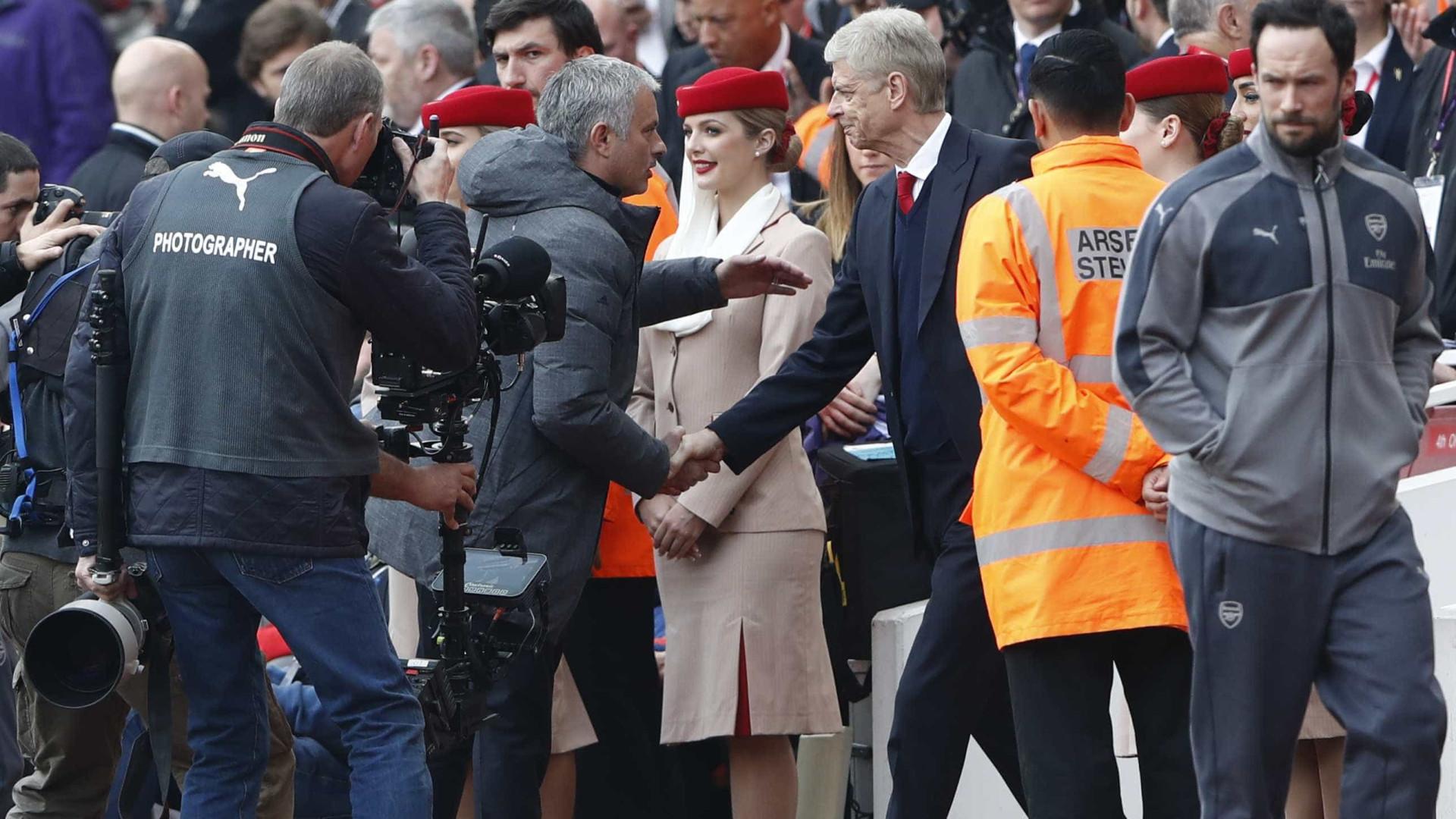 """Wenger responde a Mourinho: """"Sou sempre honesto"""""""