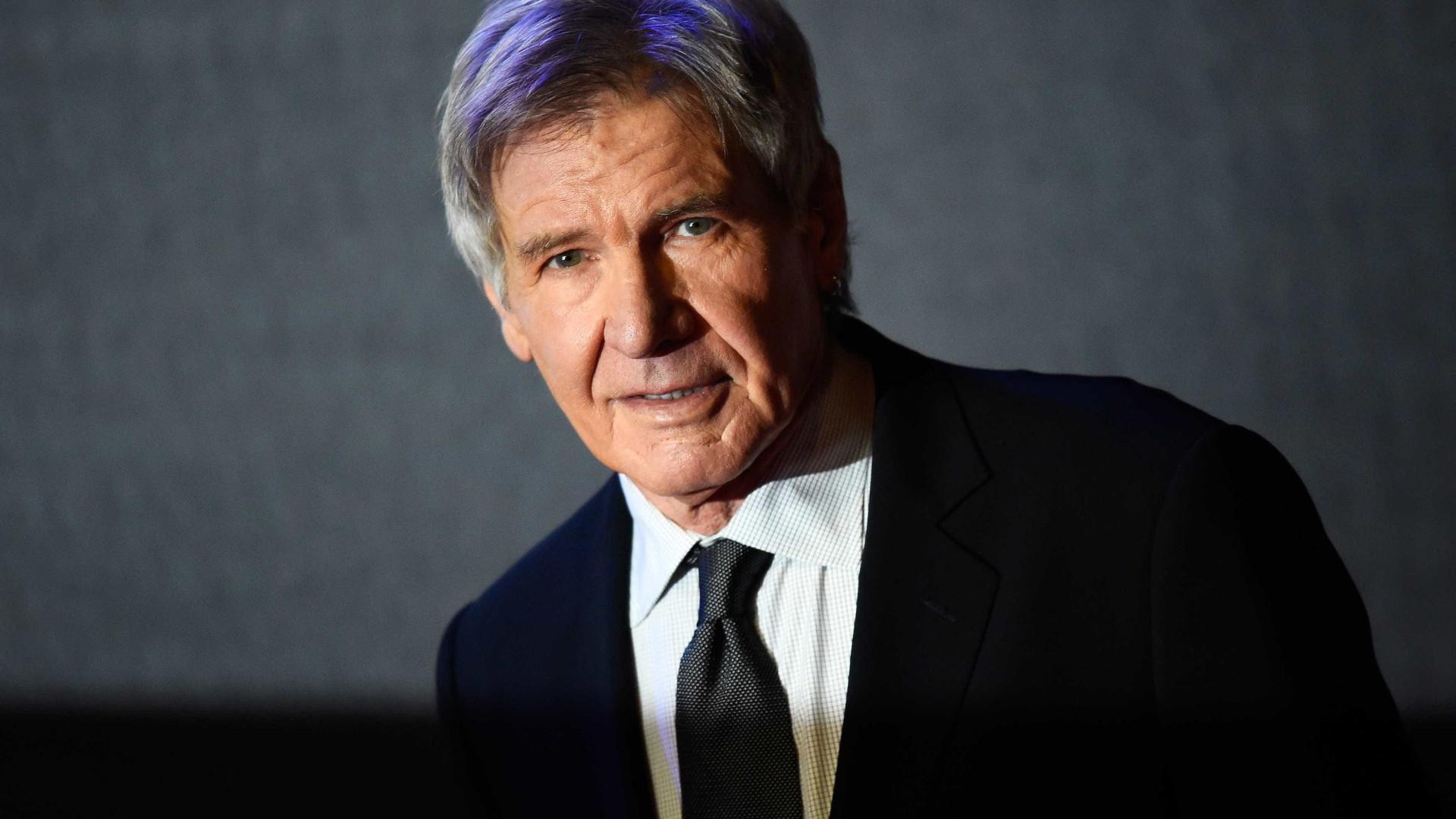 Harrison Ford presta socorro à mulher em acidente de carro
