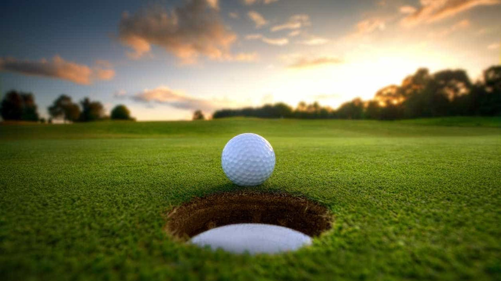 Após quase sete décadas a praticar golfe, homem faz a jogada de uma vida