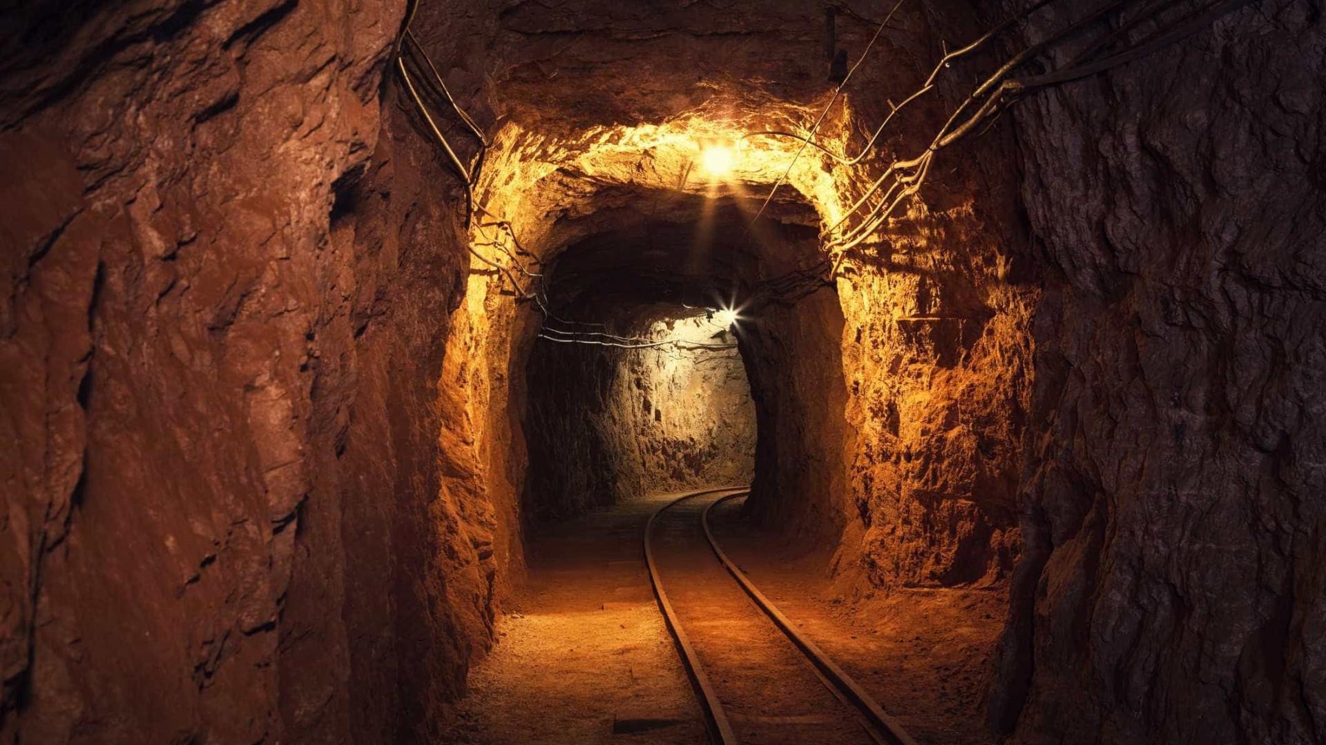 Oito mineiros continuam desaparecidos depois de acidente em mina