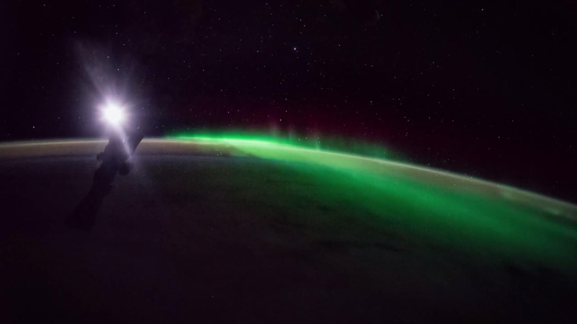 Imagens únicas de aurora boreal e nascer do sol vistos do Espaço