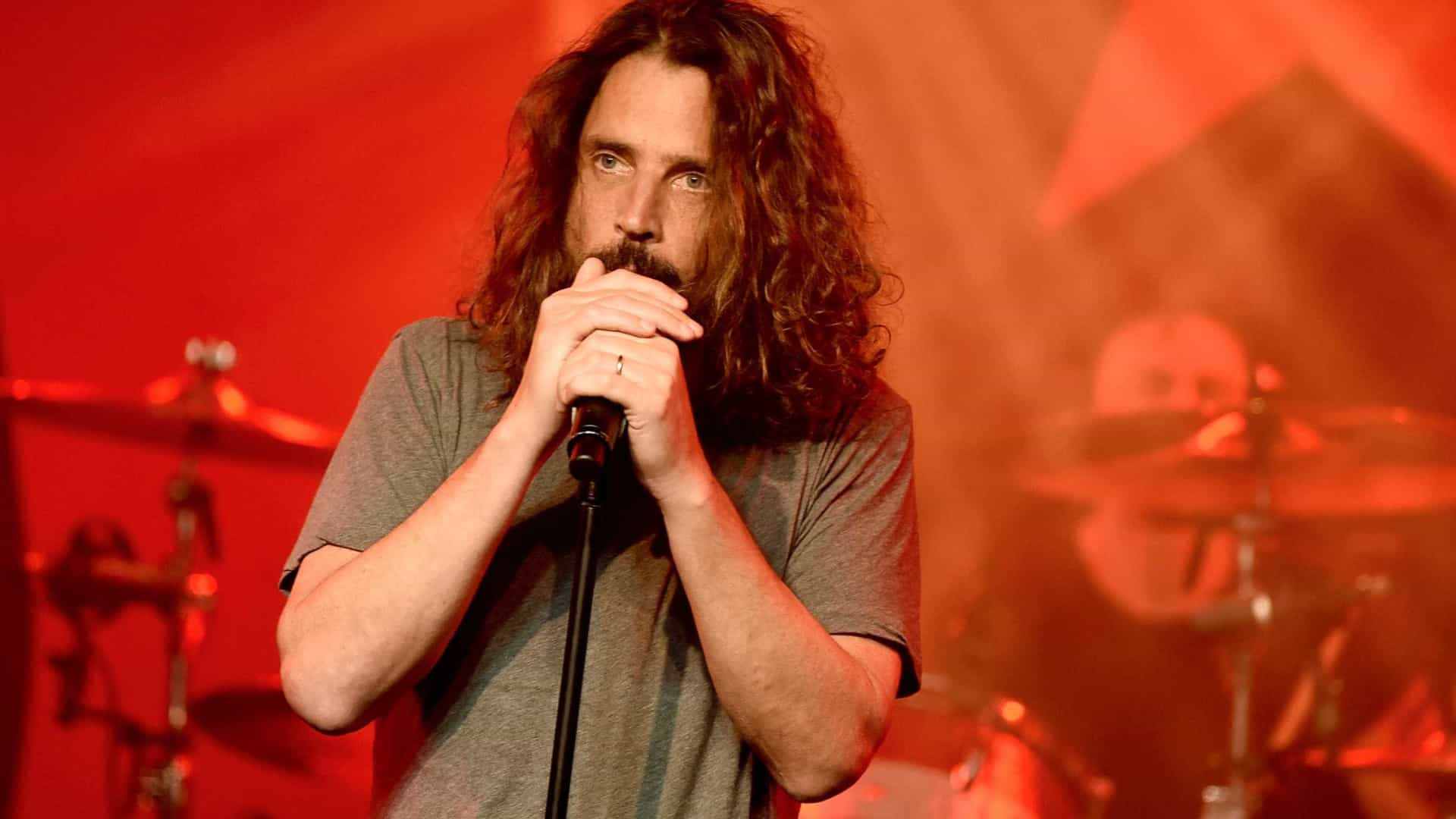 Suicídio por enforcamento é a causa da morte de Chris Cornell