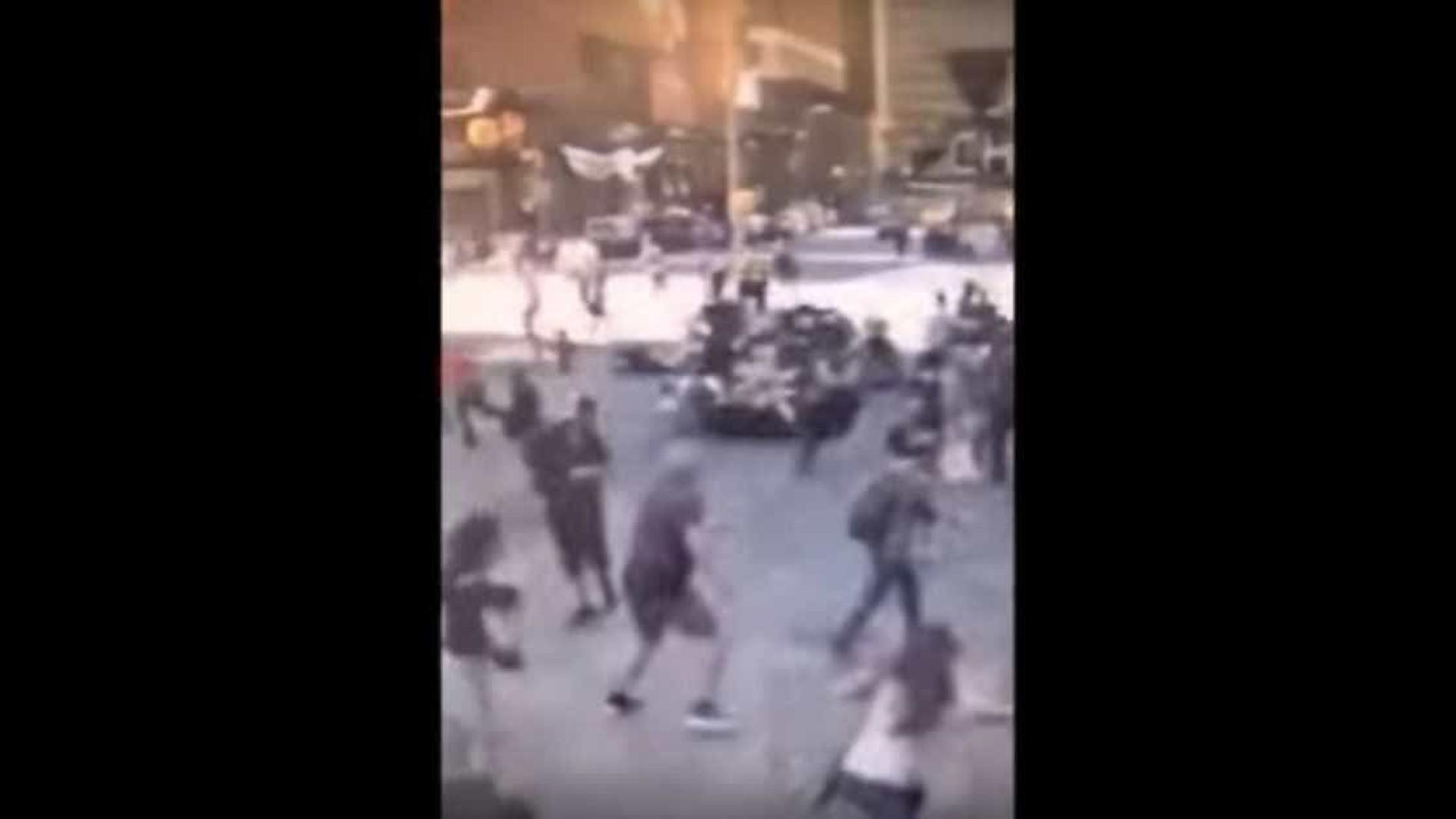 O vídeo do momento em que carro abalroou multidão em plena Times Square