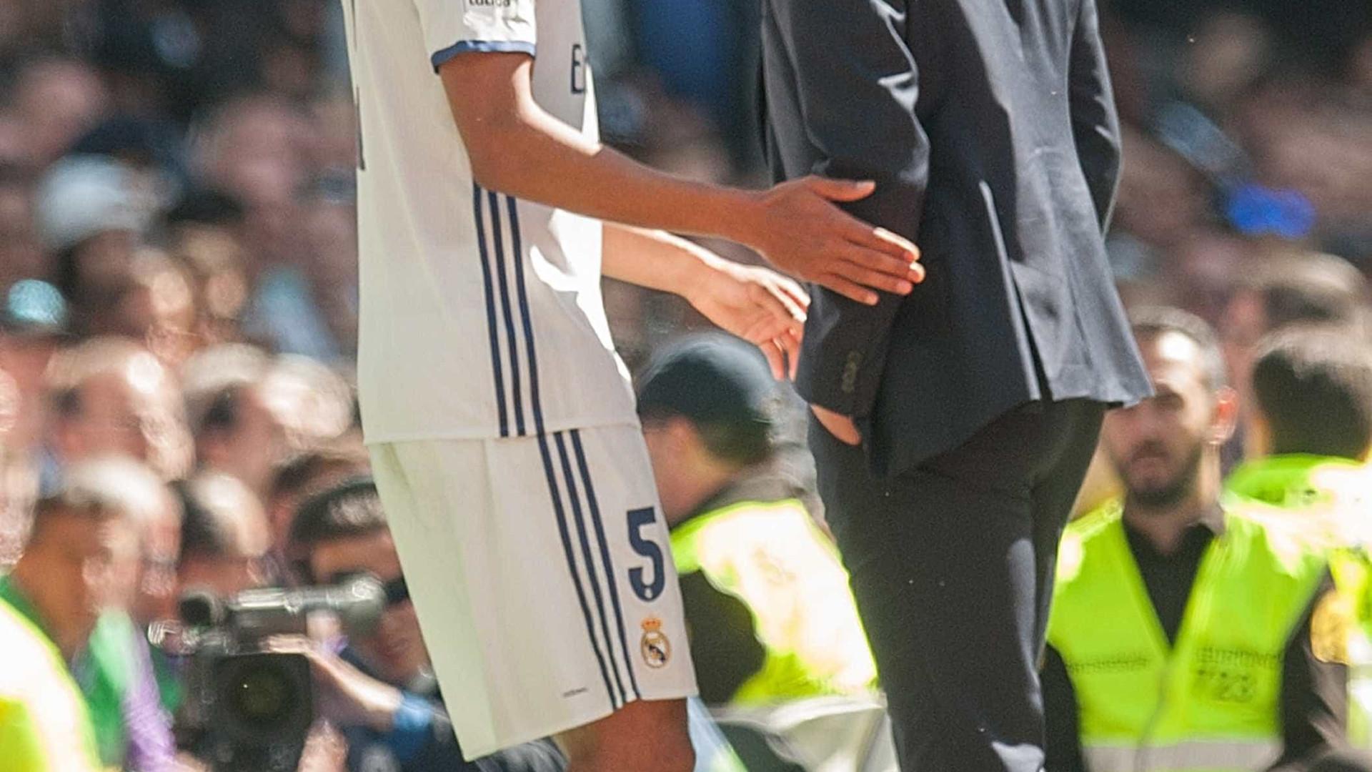 """Varane e o primeiro contacto de Zidane: """"Ligue mais tarde, estou ocupado"""""""