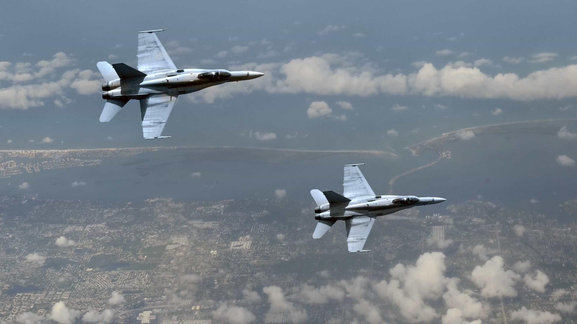 Caças chineses intercetam avião militar norte-americano