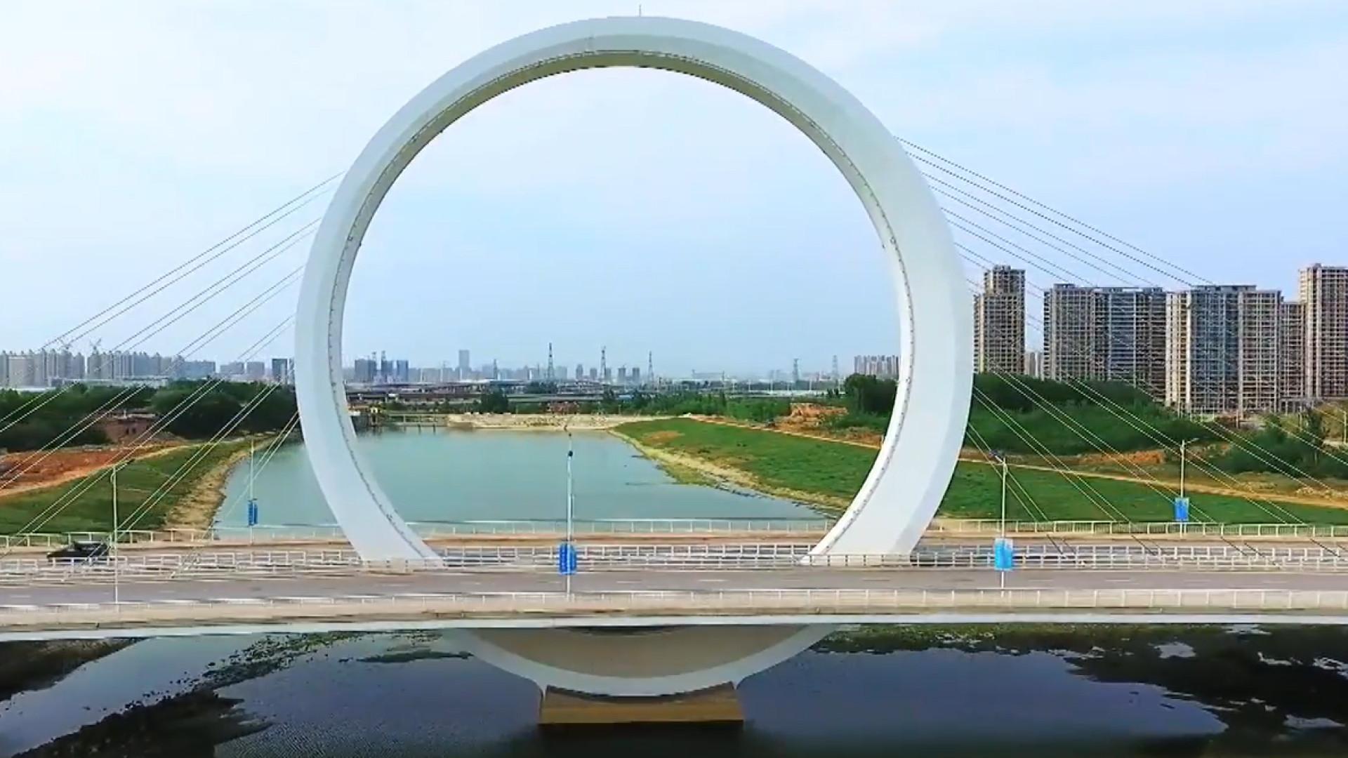 Anel gigante suporta ponte icónica na China