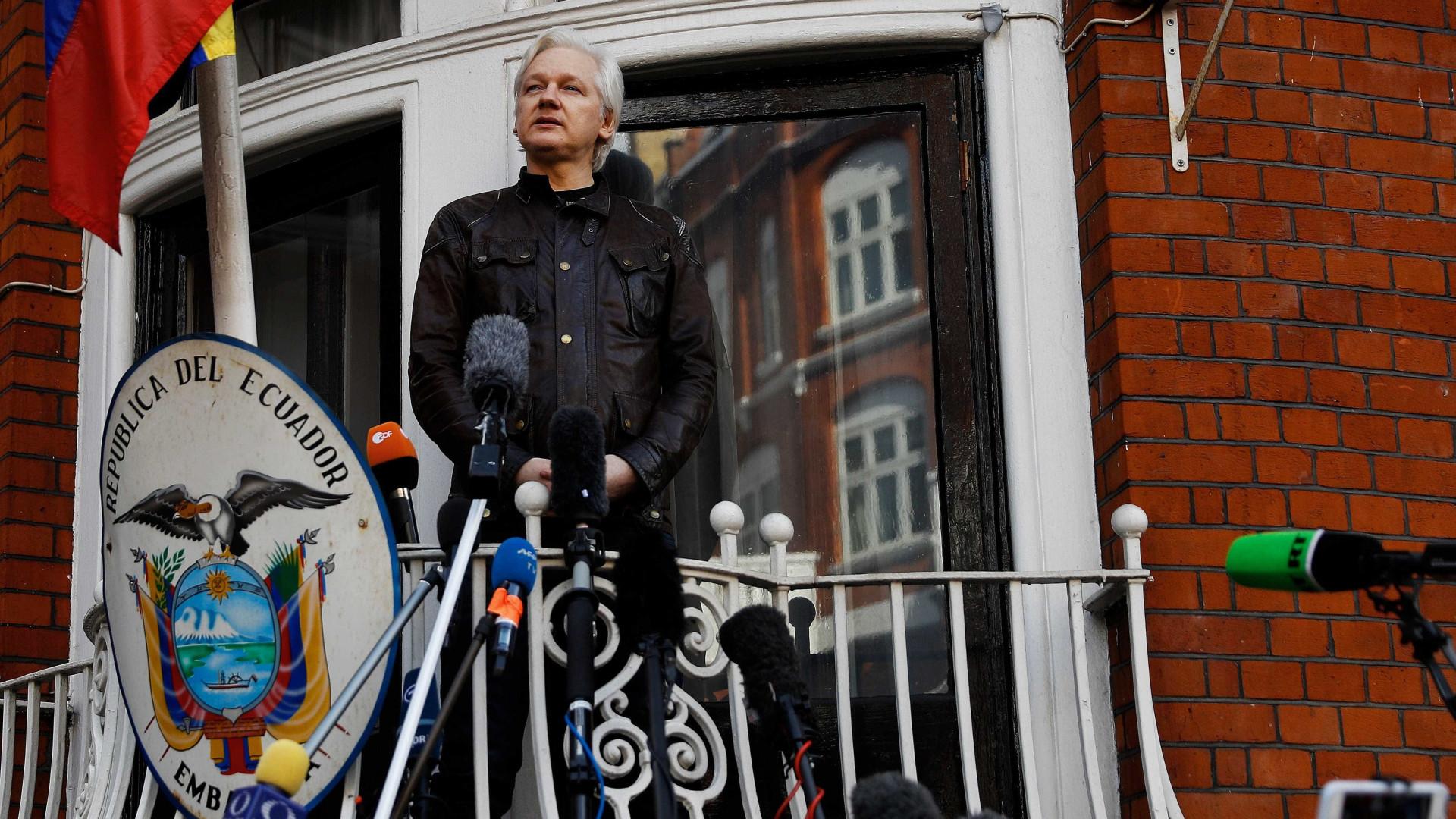 """""""Vitória é importante"""" mas """"guerra está a começar agora"""", diz Assange"""