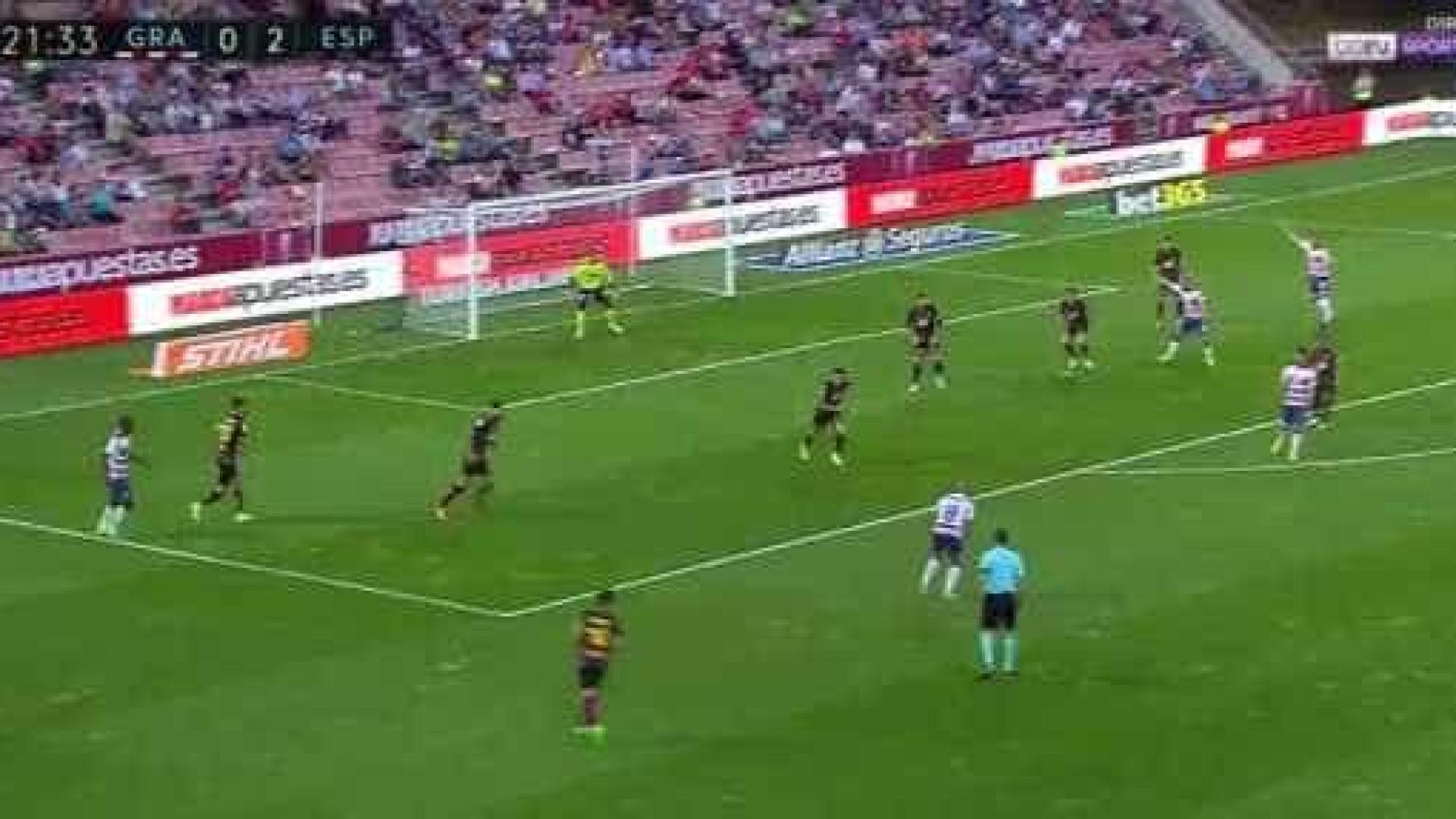 Andreas Pereira aponta golo para Mourinho ver