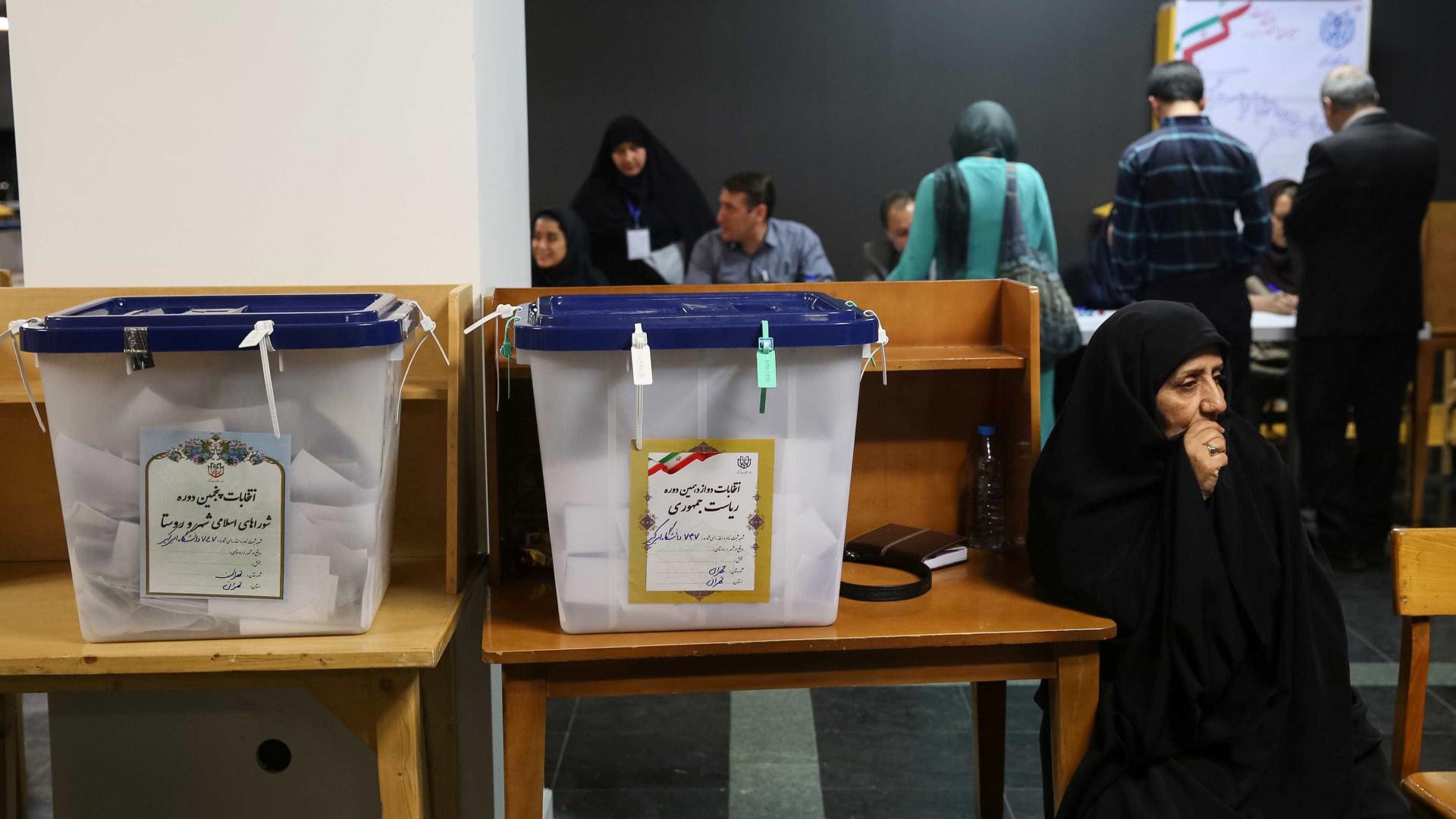 Urnas encerram no Irão horas depois do previsto devido a grande afluência