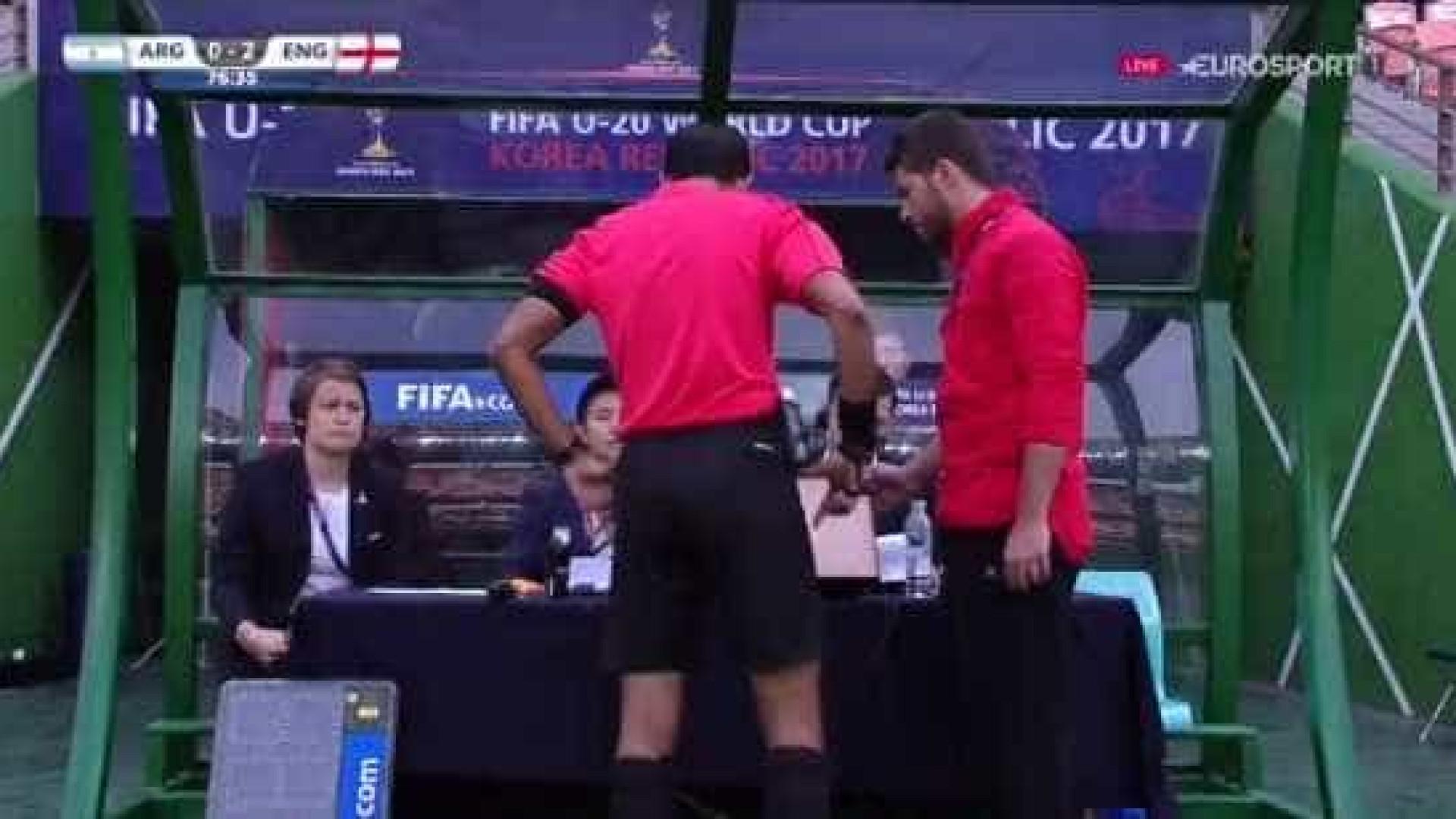 Mundial de sub-20 começa com decisão polémica do vídeo-árbitro
