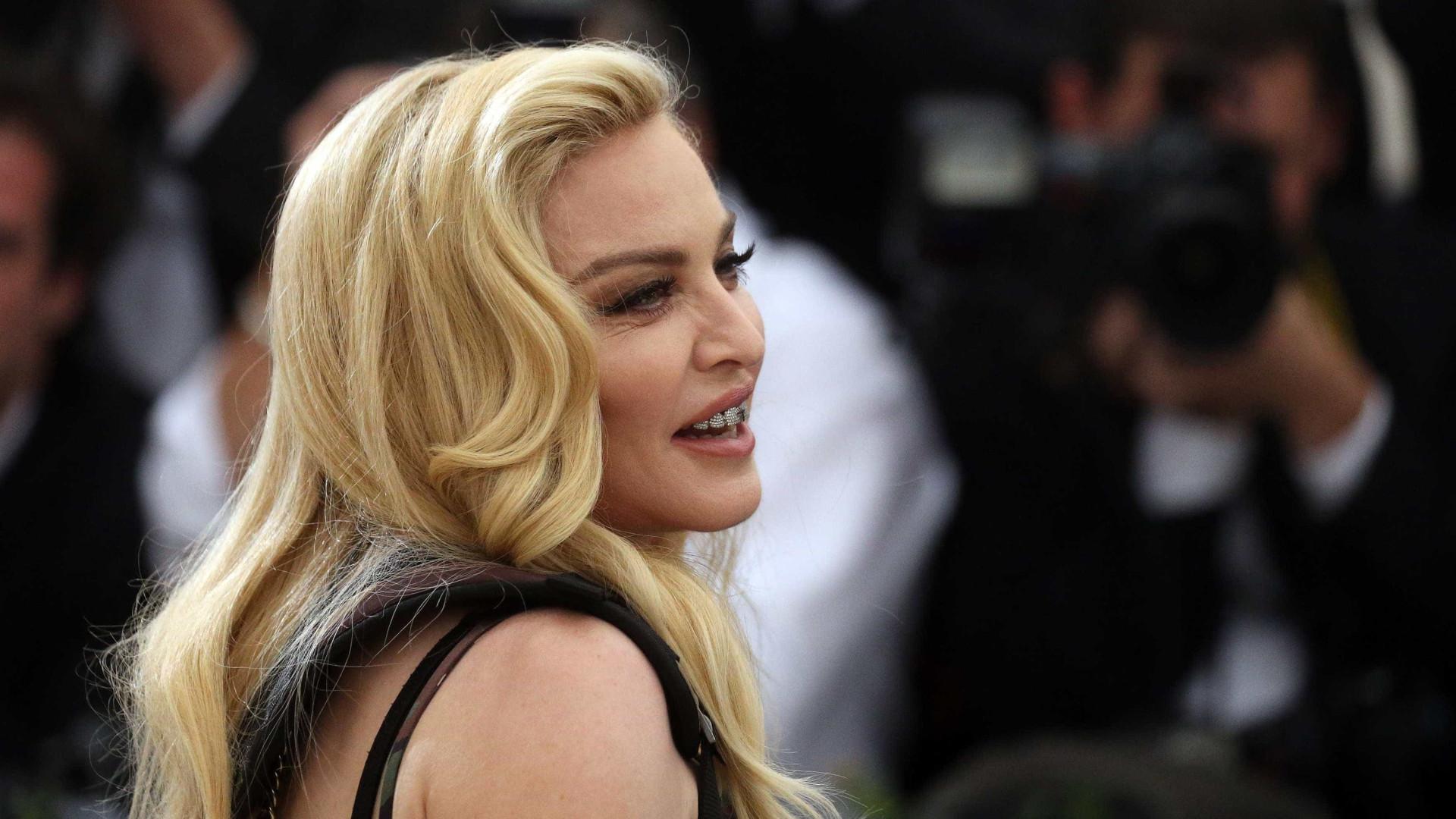 Madonna deslumbrada com talento de Dino D'Santiago e Richie Campbell