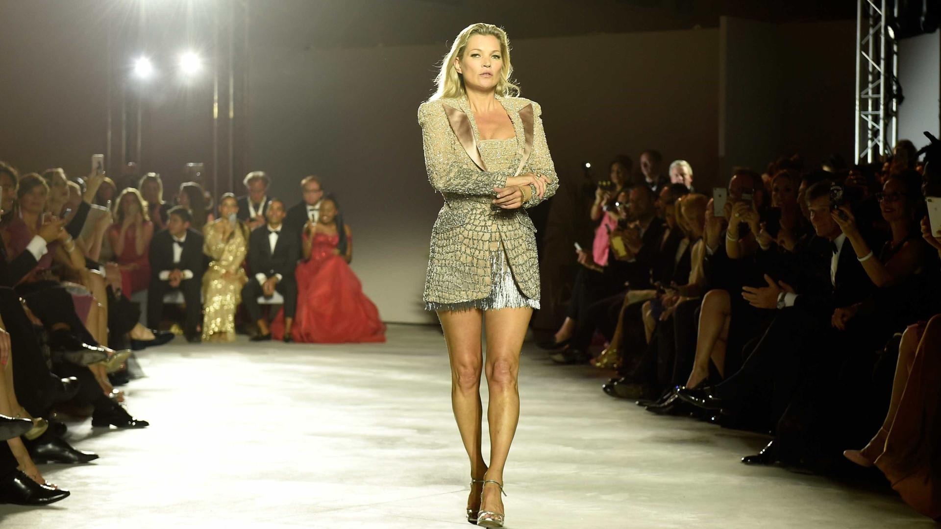 Kate Moss arrepende-se de ter posado em topless aos 15 anos
