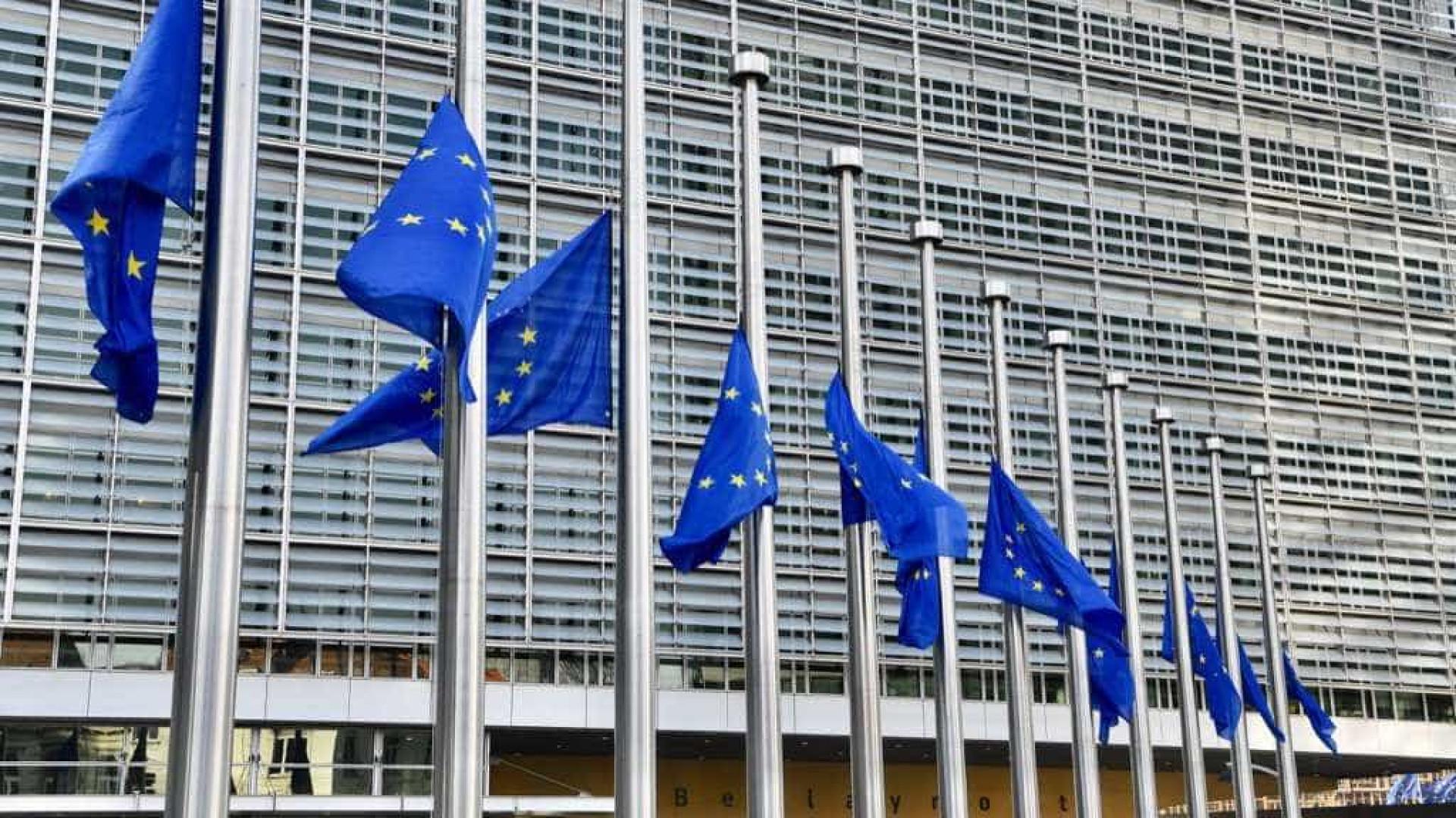 Bruxelas lembra que cabe ao Conselho Europeu decidir adiamento