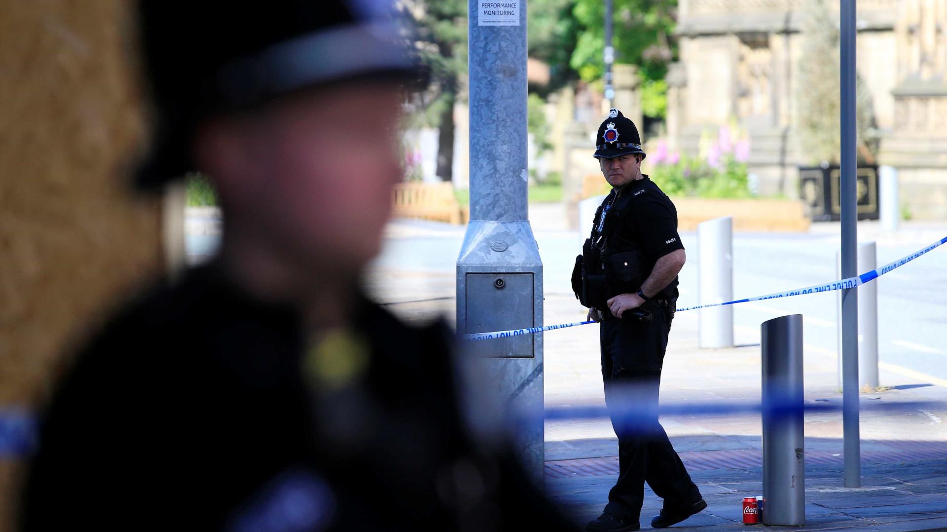 Polícia britânica acusa adolescente por onda de ataques com ácido