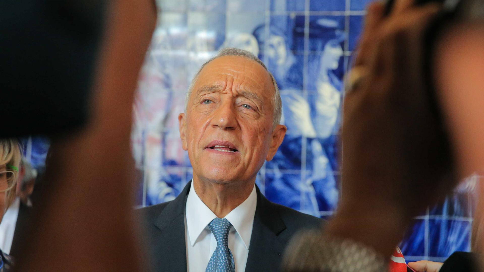 Presidente condecora António Barreto, Lurdes Pintassilgo e Manuel Martins