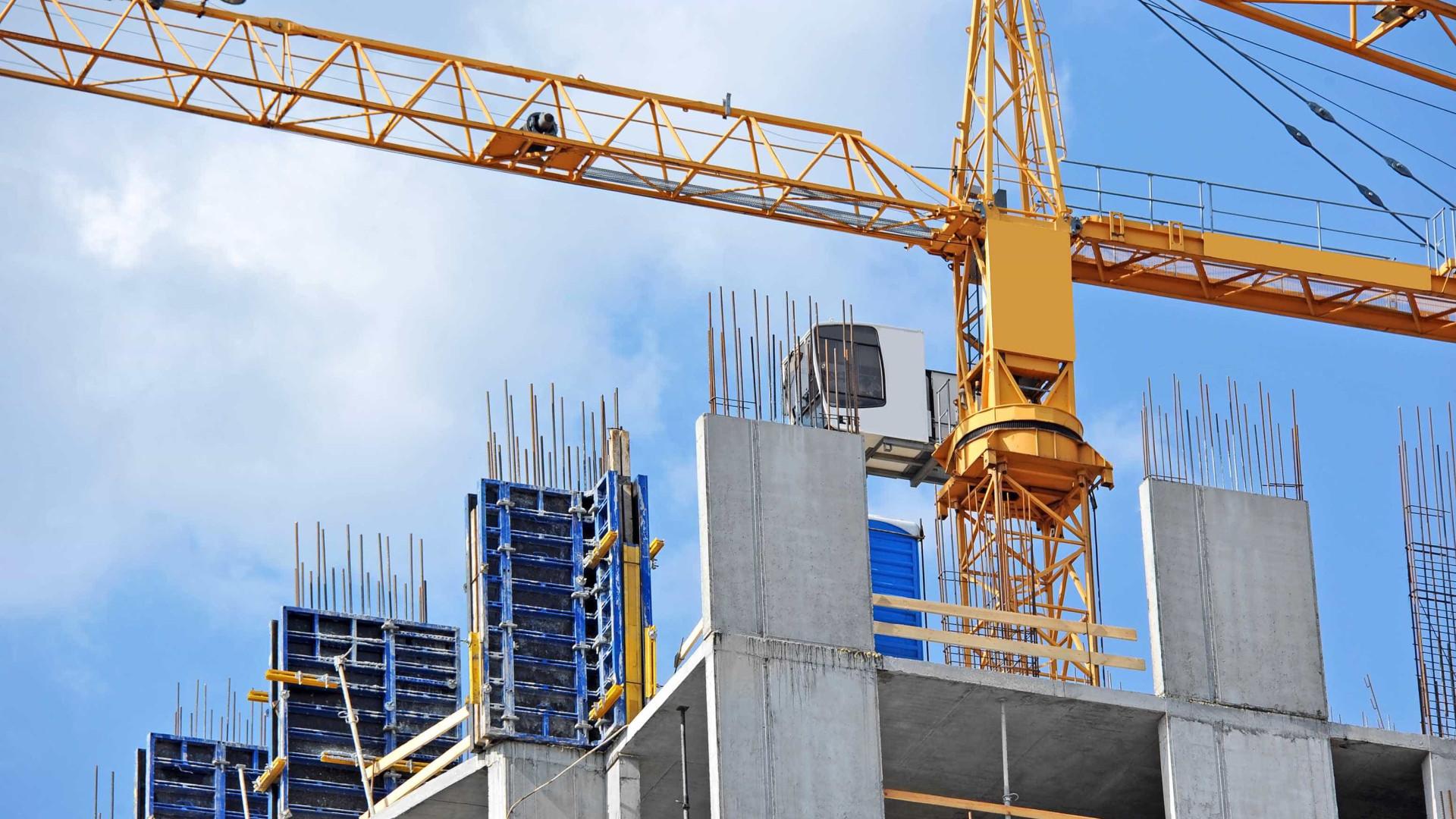 Construção abranda crescimento, mas tem mais emprego e melhores salários