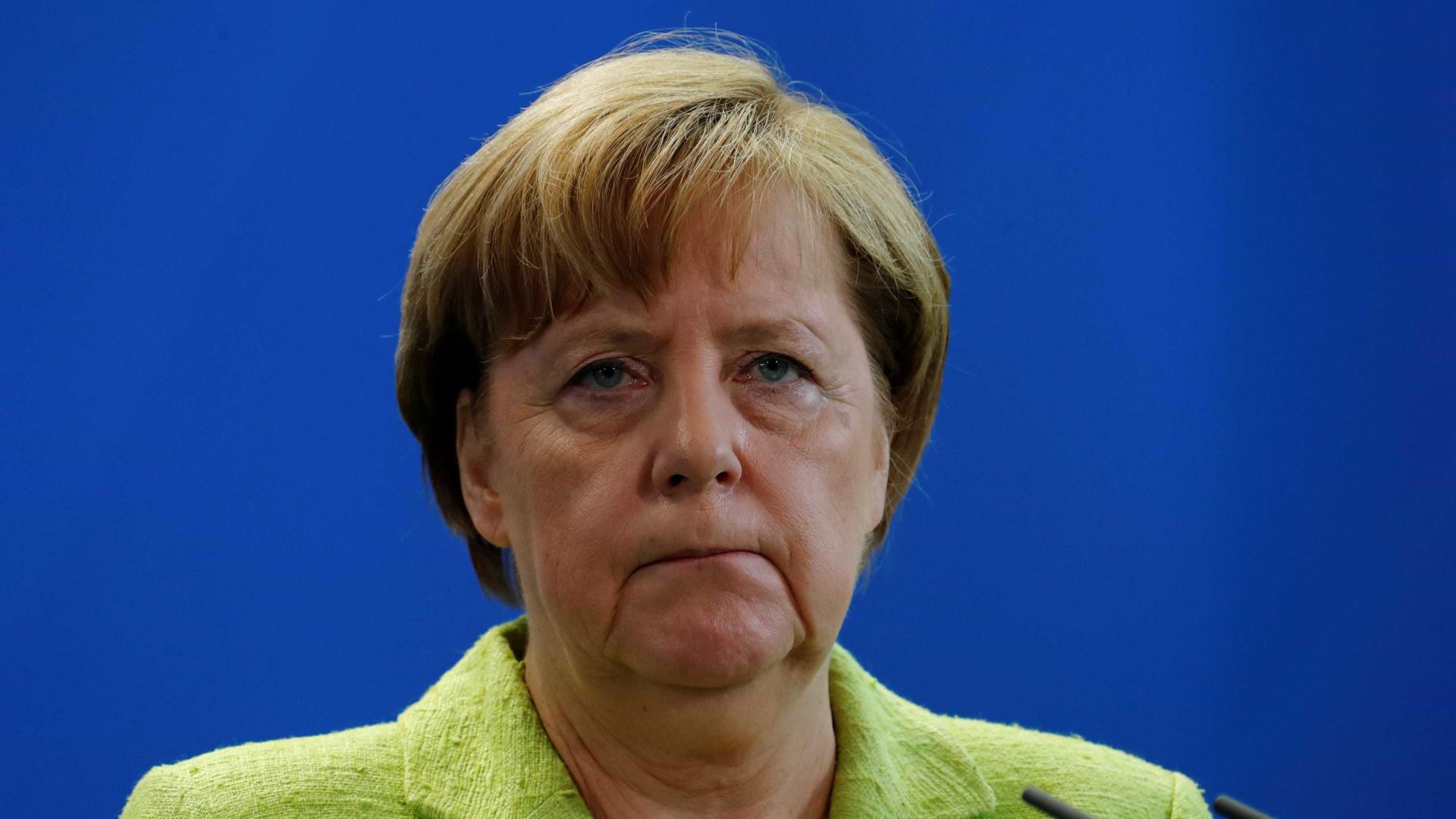 """Merkel felicita Macron pela sua """"clara maioria parlamentar"""""""